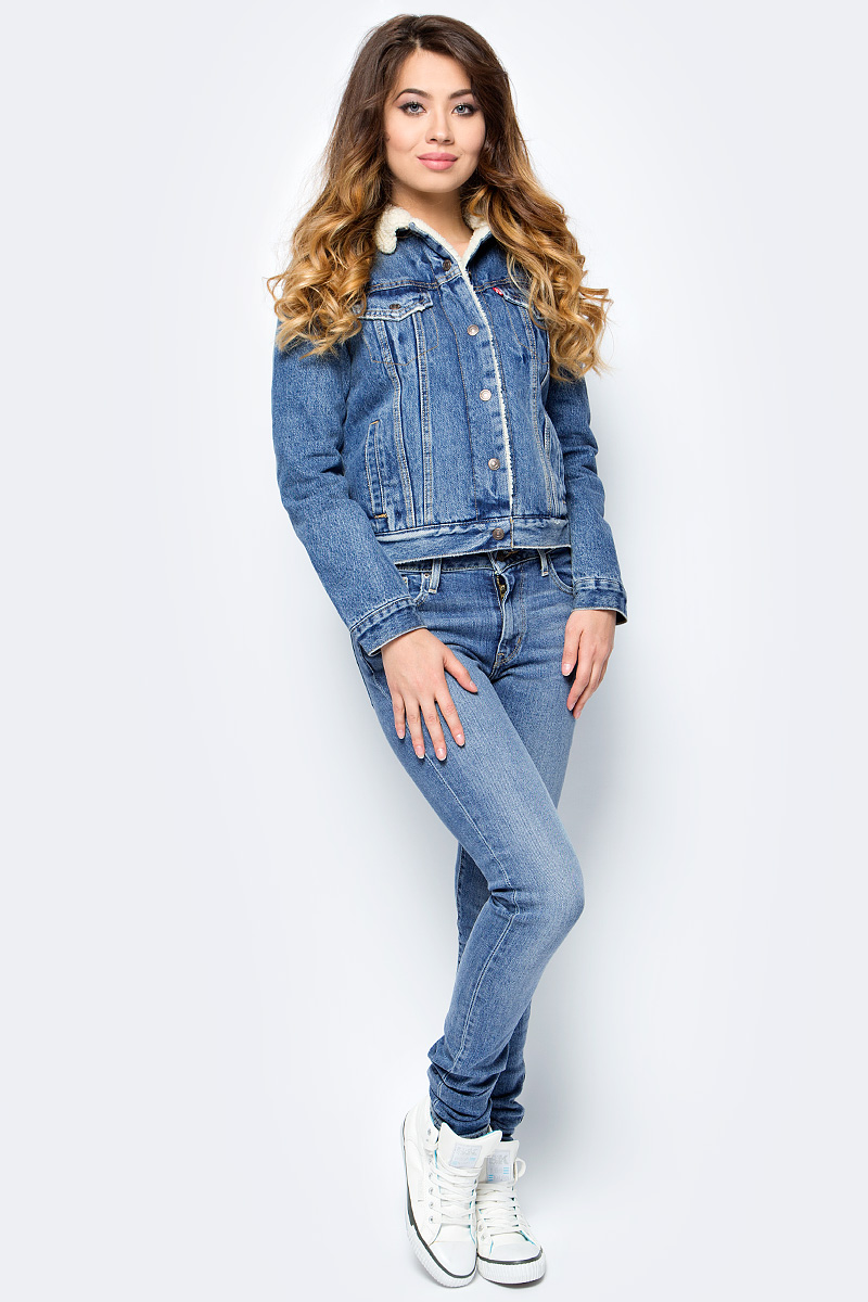 Куртка женская Levis®, цвет: голубой. 3613600030. Размер S (42/44)3613600030Классическая джинсовая куртка дополнена актуальными в этом сезоне меховой подкладкой и меховым воротником, а также утепленными рукавами. Выбирайте куртку своего размера для облегающей посадки или на размер больше для более свободной посадки.