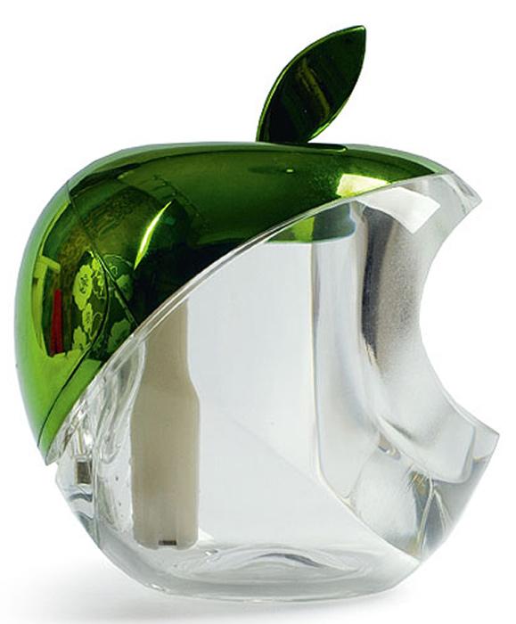 Gezatone Увлажнитель воздуха Green Apple AN-5151301131В основе действия увлажнителя лежит образование мелкодисперсного пара, который образуется благодаряультразвуку с частотой колебаний 2МГц. Этот элемент находится в воде, и он расщепляет воду намикрочастицы размером всего около 1.5 нанометров, которые прекрасно увлажняют воздух и усваиваютсякожей. Кроме того, в приборе установлен встроенный генератор анионов, которые, распространяясь попомещению, заметно освежают его, очищая и дезинфицируя воздух. Мелкодисперсный пар, вырабатываемый прибором, способствует увлажнению и регенерации кожи, улучшаетструктуру волос, облегчает дыхание, восстанавливает нормальную работу слизистых, препятствует развитиюмногих простудных заболеваний. Преимущества ультразвукового увлажнителя Gezatone: Питание от USB-порта компьютера позволяет установить увлажнитель прямо на рабочем месте, где особеннонизкая влажность воздуха. Мельчайшие частицы воды не способны навредить электронике и технике, так чтоувлажнитель может стоять в непосредственной близости от компьютера - это абсолютно безопасно! Оптимальный баланс влажности в помещении - это профилактика многих проблем со здоровьем, улучшениесостояния кожи и волос, более легкое дыхание. Маленькие размеры и бесшумная работа позволяют использовать увлажнитель во время сна, его можноразместить в спальне и даже в детской для идеального микроклимата. Встроенный генератор анионов способствует очищению и освежению воздуха в помещении. Длительная работа и простота в использовании. Одного резервуара с водой хватает на 4 часа распыления,после чего можно долить воду, и прибор будет работать дальше. Стильный дизайн прекрасно дополнит любой интерьер и поднимет настроение! Позаботьтесь о себе и своих близких - используйте ультразвуковой увлажнитель Яблоко Gezatone!