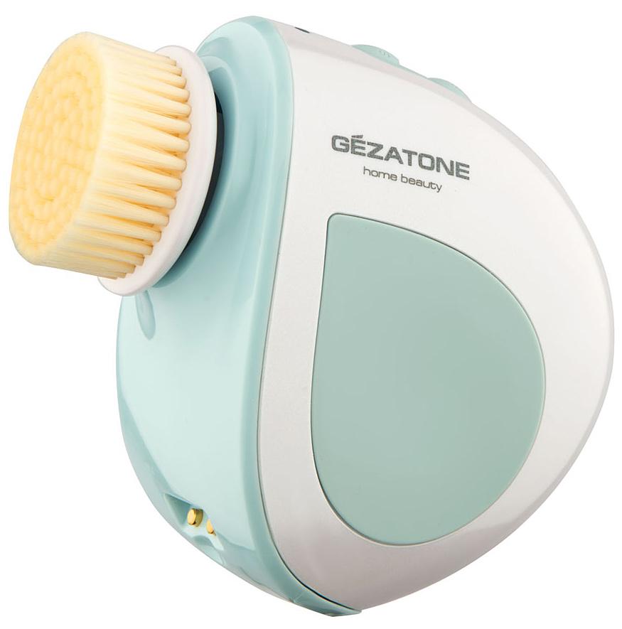 Gezatone Щетка для чистки + роликовый массажер лицаAMG1991301171Щетка–массажер Gezatone эффективно и бережно очищает кожу от загрязнений, отмерших клеток эпидермиса и остатков макияжа. Роликовый массаж моментально улучшает цвет лица, повышает упругость и тонус кожи.Массажер Bio Sonic со сменными насадками-щеточками удаляет частицы грязи, остатки косметики и сухие отмершие клетки с поверхности кожи. Насадки-щеточки разной степени жесткости позволяют провести глубокую чистку пор различных участков кожи. Одновременно с деликатным очищением кожи, прибор выполняет превосходный роликовый массаж, способствующий улучшению цвета лица, повышению тонуса и упругости кожи.