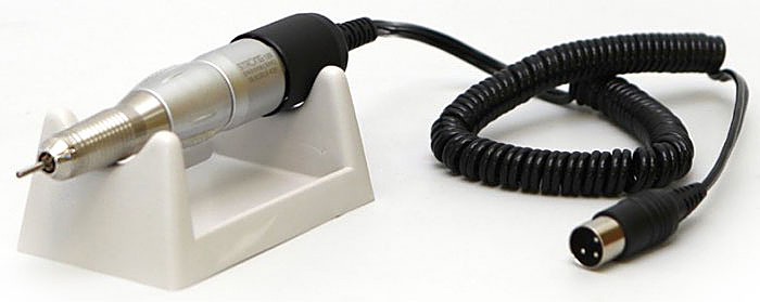 Saeshin Strong 120 наконечник1874Saishin Strong 120 - бесшумный и легкий наконечник для аппаратов Strong. Заметным преимуществом является отсутствие вибрации, что обеспечивает комфортную работу. Скорость вращения достигает 30000 оборотов в минуту. Наконечник удобен в эксплуатации, его вес составляет всего 170 грамм. Имеется также функция реверс – вращение наконечника в обратную сторону.