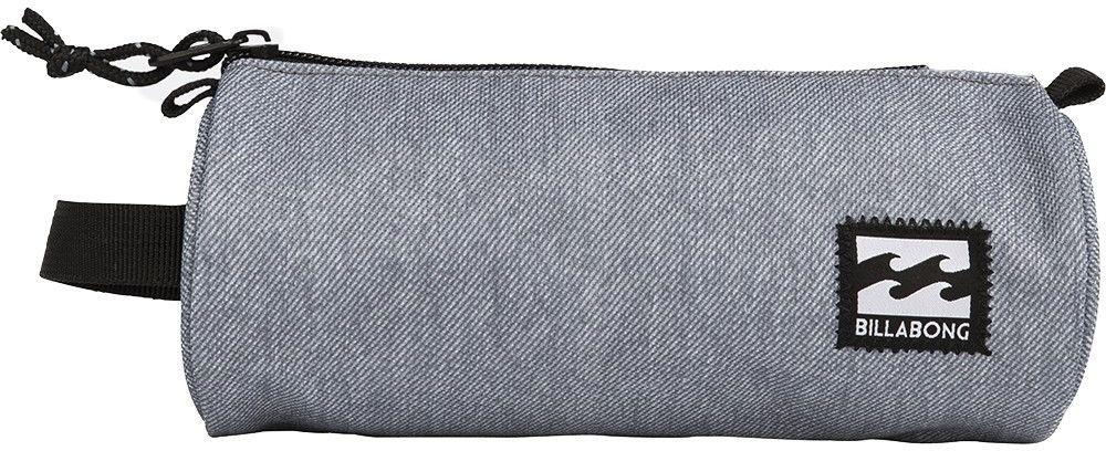 Пенал Billabong Barrel Pencil Case, цвет: серый, черный. F5PE01F5PE01Небольшая вместительная сумка, готовая стать как пеналом для карандашей, так и функциональной дамской косметичкой.