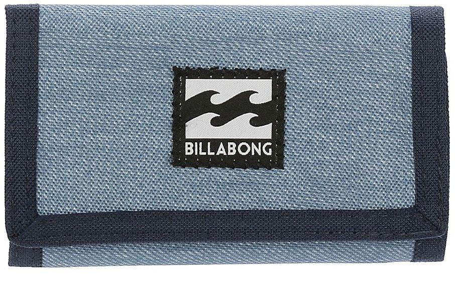 Кошелек Billabong Atom Wallet, цвет: темно-синий, светло-голубойF5WL01Компактный кошелекBillabong Atom Wallet, который вмещает в себя все необходимое.Классический тряпичный кошелек на липучке Billabong Atom Wallet изготовлен из полиэстера.Кошелек имеет трех-секционный дизайн, оснащен отделением для купюр и карманом для мелочи на застежке-молнии, а также слотами для карт.Длина кошелька: 13 см.Ширина кошелька: 8 см.