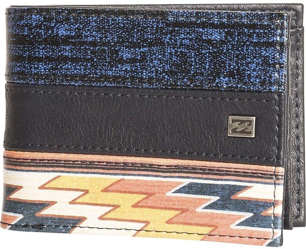 Кошелек Billabong Tribong, цвет: черный, синий, оранжевыйF5WM05Вместительный бумажник двойного сложения с ярким дизайном. Внутри основное отделение для купюр, двойной кардхолдер и кармашек для монет на молнии.