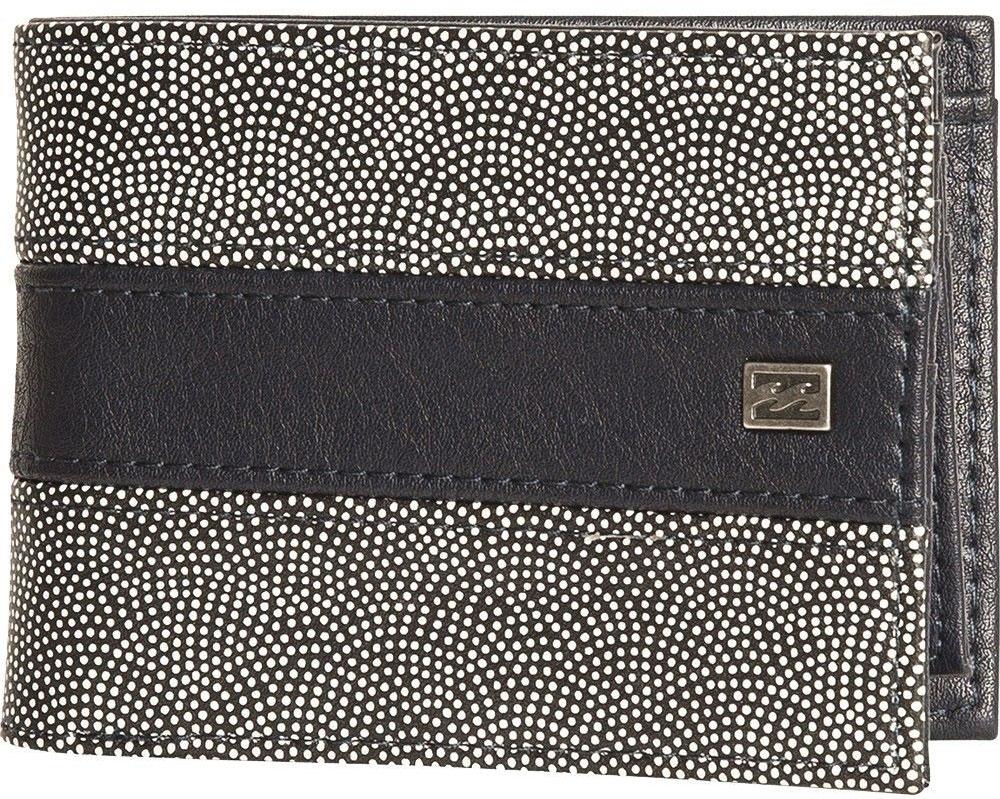 Кошелек Billabong Tribong, цвет: черный, белый. F5WM05F5WM05Вместительный бумажник двойного сложения с ярким дизайном. Внутри основное отделение для купюр, двойной кардхолдер и кармашек для монет на молнии.