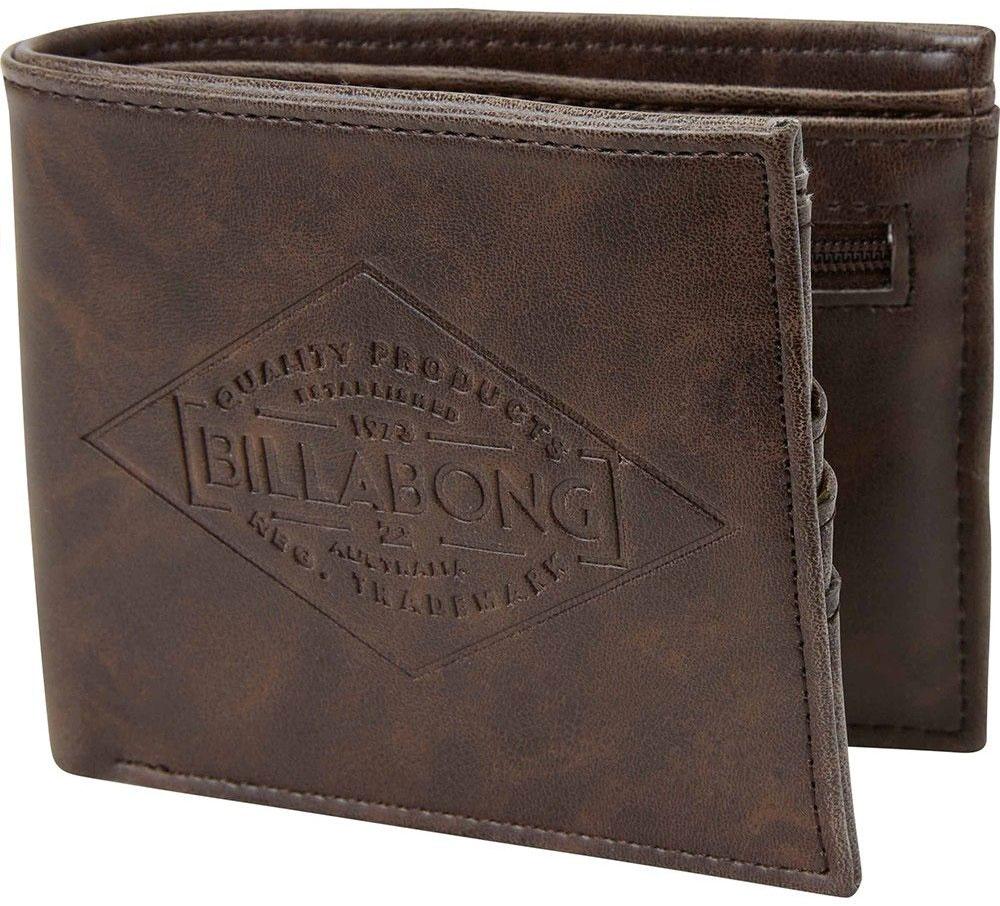 Кошелек Billabong Bronson, цвет: коричневыйF5WM08Вместительный бумажник двойного сложения с ярким дизайном. Внутри основное отделение для купюр, двойной кардхолдер и кармашек для монет на молнии.