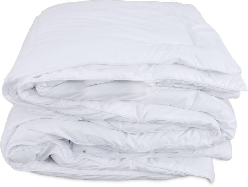 Одеяло Revery Sweety, 140 х 205 смOD.140*205.SWМягкое и воздушное одеяло станет отличным выбором для оснащения вашей спальни. Это легкое всесезонное одеяло из современных материалов обеспечивает непревзойденное тепло и комфортабельный сон. Полое волокно наполнителя практично и долговечно, оно прекрасно сохраняет свою форму и качества в течение длительного времени.