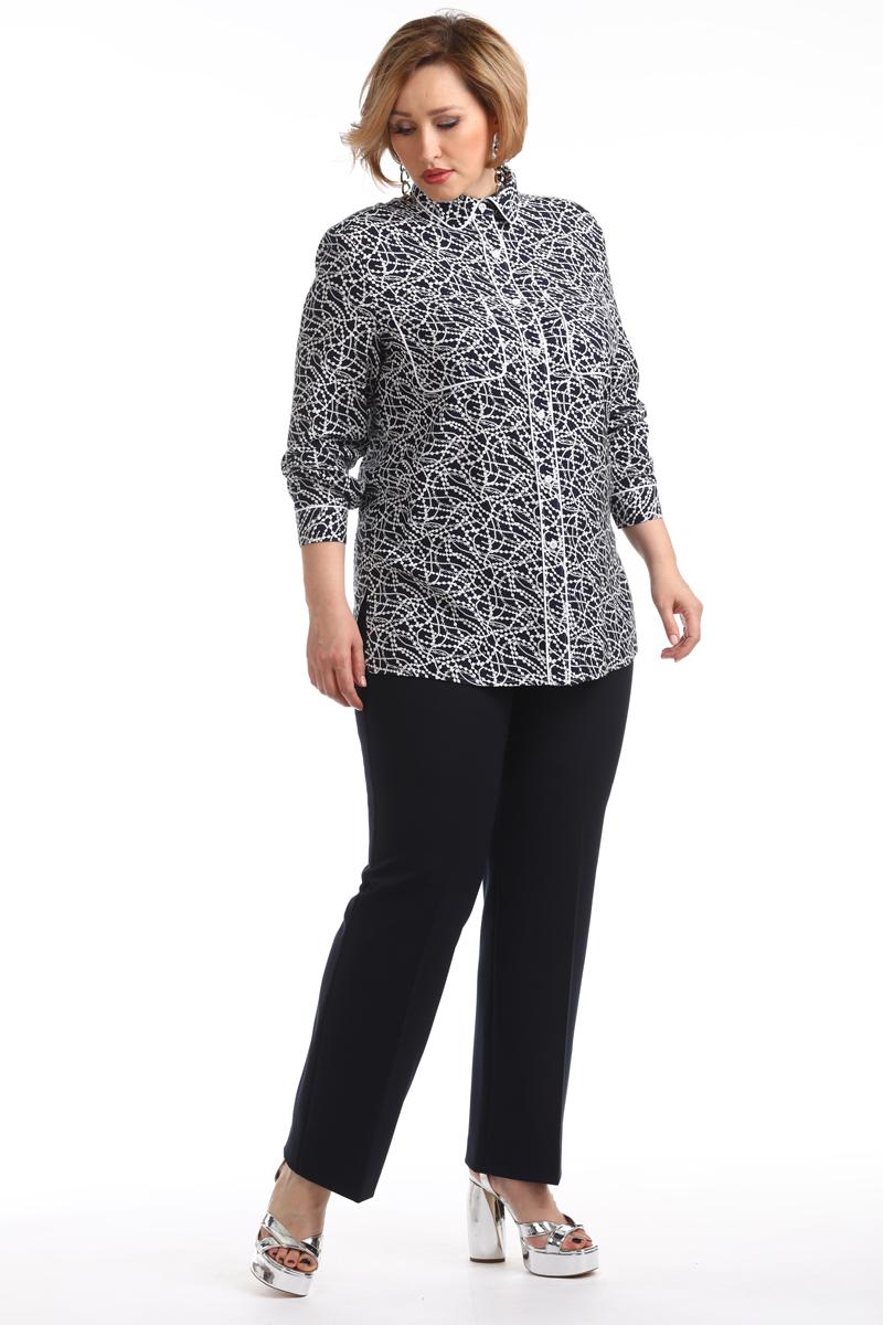 Блузка женская Averi, цвет: темно-синий. 1347_625. Размер 52 (56)1347_625Классическая блузка прямого силуэта изготовлена из вискозы с принтом. Оригинальное оформление воротника, карманов, манжет и планки белым кантом придает блузке современное стилевое направление. Модель в сочетании с брюками создаст актуальный и стильный образ. Комфортная современная модель для работы и повседневного применения.