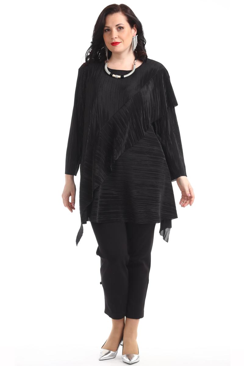 Блузка женская Averi, цвет: черный. 1362_001. Размер 50 (54)1362_001Графичная удлинённая блузка из гофрированной ткани свободной формы, с цельнокроеным рукавом. Перед выполнен с широким воланом и асимметричным низом. Округлый вырез горловины завершает собой игру простых чистых линий кроя. Очаровательная модель, невероятно легкая и воздушная. Цвет, в котором выполнена блузка, подчёркивает гармонию линий и сдержанный шик модели. Отличный вариант для офиса и вечернего гардероба.