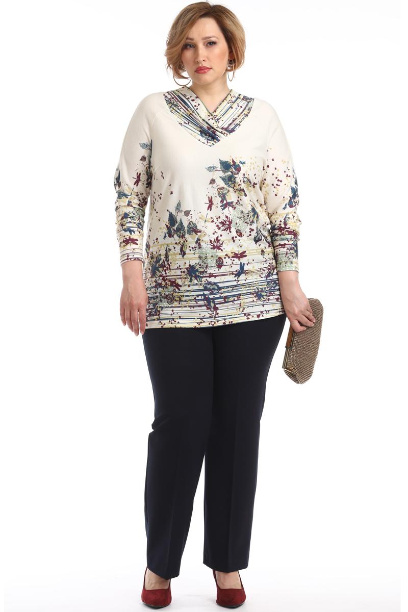 Блузка женская Averi, цвет: экрю. 1368_607. Размер 58 (62)1368_607Удлиненная блузка прямого силуэта изготовлена с рукавом реглан. Горловина с широкой планкой и небольшими складками V-образной формы. Очаровательная модель блузки, яркая и очень нежная, невероятно легкая и воздушная, с оригинальным принтом. Модель в сочетании с брюками создаст актуальный и стильный образ.