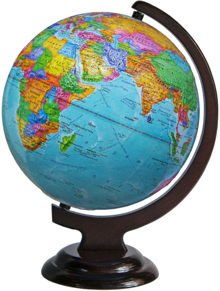 Глобусный мир Глобус с политической картой мира, рельефный, диаметр 25 см, на деревянной подставке10190Глобус с политической картой мира Глобусный мир, изготовленный из высококачественного прочного пластика,показывает страны мира, сухопутные и морские границы того или иного государства, расположение городов инаселенных пунктов. На нем отображены картографические линии: параллели и меридианы, а также градусы иусловные обозначения. Каждая страна обозначена своим цветом. Глобус с политической картой мира станетнезаменимым атрибутом обучения не только школьника, но и студента. Названия стран на глобусе приведены нарусской язык. Изделие расположено на красивой деревянной подставке, что придает этой модели подарочныйвид. Настольный глобус Глобусный мир станет оригинальным украшением рабочего стола или вашегокабинета. Это изысканная вещь для стильного интерьера, которая станет прекрасным подарком для современногопреуспевающего человека, следующего последним тенденциям моды и стремящегося к элегантности и комфорту вкаждой детали.Масштаб: 1:50 000 000.