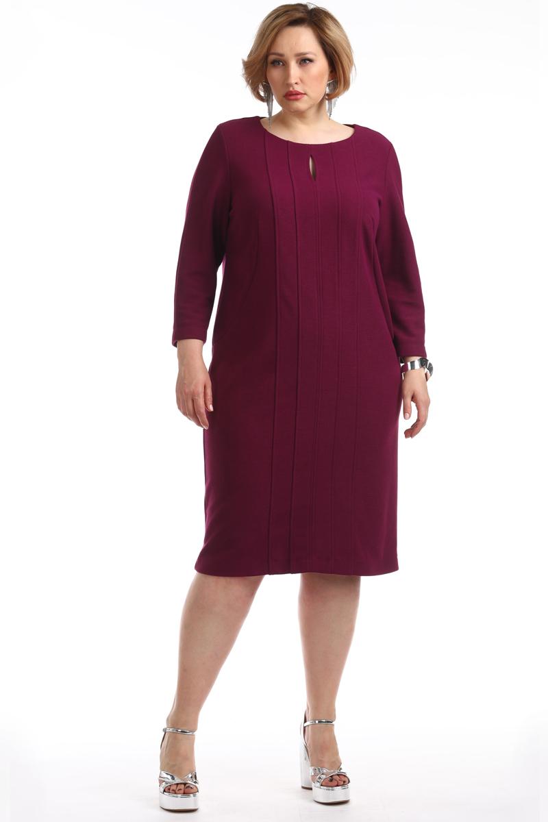 Платье Averi, цвет: темно-малиновый. 1348_553. Размер 62 (66)1348_553Элегантное платье полуприлегающего силуэта изготовлено из вискозы и полиэстера. Частые вертикальные рельефы с отстрочками невероятно стройнят и моделируют силуэт, что создает стильный образ. Сзади по линии низа завершает образ бантовая шлица. Рукав 3/4, по низу небольшие разрезы.