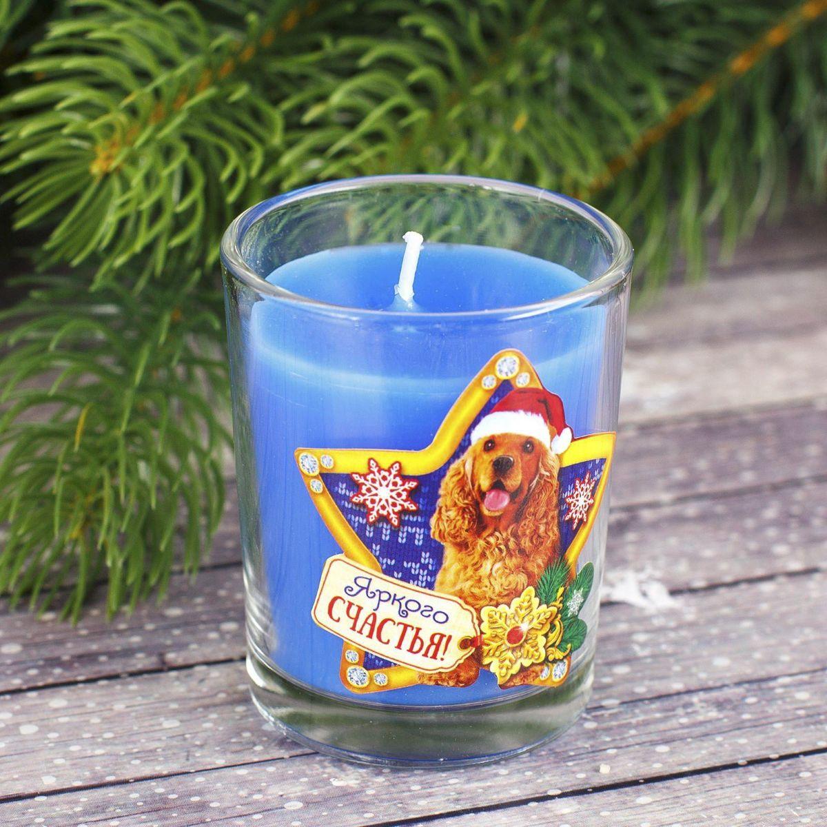 Свеча ароматизированная Sima-land Яркого счастья, цвет: синий, высота 6,5 см2080Какой новогодний стол без свечей? Вместе с мандаринами, шампанским и еловыми ветвями они создадут сказочную атмосферу, а их притягательное пламя подарит ощущение уюта и тепла. А еще это отличная идея для подарка! Свеча ароматизированная в стакане Sima-land оградит от невзгод и поможет во всех начинаниях в будущем году. Каждому хозяину периодически приходит мысль обновить свою квартиру, сделать ремонт, перестановку или кардинально поменять внешний вид каждой комнаты. Свеча ароматизированная в стакане Sima-land - привлекательная деталь, которая поможет воплотить вашу интерьерную идею, создать неповторимую атмосферу в вашем доме. Окружите себя приятными мелочами, пусть они радуют глаз и дарят гармонию. Ароматизированная свеча Sima-land несет в себе волшебство и красоту праздника. Такое украшение создаст в вашем доме атмосферу праздника, веселья и радости.