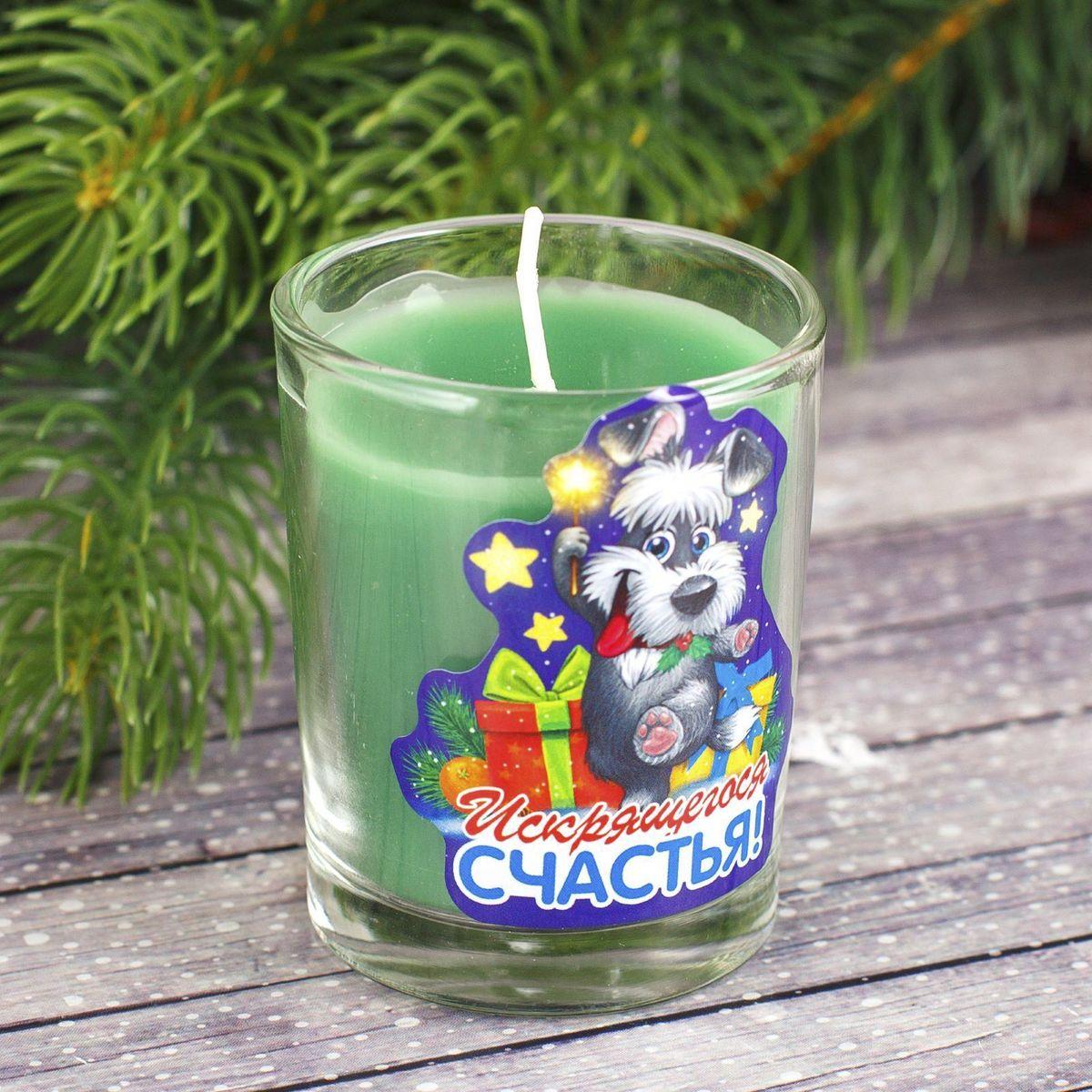 """Какой новогодний стол без свечей? Вместе с мандаринами, шампанским и еловыми ветвями они создадут сказочную атмосферу, а их притягательное пламя подарит ощущение уюта и тепла. А еще это отличная идея для подарка! Свеча ароматизированная в стакане """"Sima-land"""" оградит от невзгод и поможет во всех начинаниях в будущем году. Каждому хозяину периодически приходит мысль обновить свою квартиру, сделать ремонт, перестановку или кардинально поменять внешний вид каждой комнаты. Свеча ароматизированная в стакане """"Sima-land"""" - привлекательная деталь, которая поможет воплотить вашу интерьерную идею, создать неповторимую атмосферу в вашем доме. Окружите себя приятными мелочами, пусть они радуют глаз и дарят гармонию. Ароматизированная свеча """"Sima-land"""" несет в себе волшебство и красоту праздника. Такое украшение создаст в вашем доме атмосферу праздника, веселья и радости."""