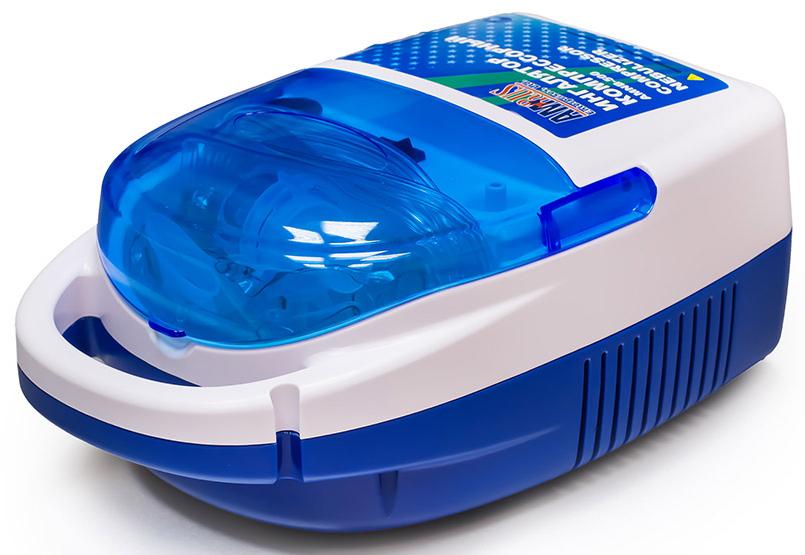 Amrus Ингалятор компрессорный (небулайзер) АМNB-500АМNB-500Универсальный компрессорный ингалятор для взрослых и детей для домашнего и клинического использования с отсеком для хранения аксессуаров.Предназначен для лечения заболеваний верхних и нижних дыхательных путей (ринит, синусит, аденоидит, фарингит, тонзиллит, трахеит, бронхит, пневмония, бронхиальная астма, ХОБЛ и т.д.).Не требует переключения режимов. Эффективное лечение на всех уровнях дыхательной системы обеспечивается за счет равного соотношения крупных и мелких частиц в аэрозоле: 50% крупных частиц лекарственного средства оседают в пазухах носа, ротоглотке, гортани и 50% мелких частиц - в трахее, бронхах и бронхиолах. В приборе можно использовать все лекарственные средства, применяемые для ингаляционной терапии кроме травяных отваров и настоев, масляных растворов и эфирных масел.Ингалятор удобен в управлении: включение осуществляется одной кнопкой. В корпусе ингалятора имеется специальный отсек для хранения масок, трубок и других аксессуаров. Ингалятор неприхотлив в санитарной обработке, имеется ручка для переноски. Ингалятор выполнен из материалов, не содержащих фталаты и другие ядовитые и канцерогенные вещества. Характеристики:• Параметры электропитания: 220 В / 50 Гц;• Потребляемая мощность, не более: 75 Вт;• Тип и номинал предохранителя: ВПБ6-9 1,6 А;• Размеры, не более: 120 х 170 х 273 мм;• Уровень звукового давления, не более: 58 дБ (А);• Максимальное давление: 205 Кпа;• Рабочее давление: 110 Кпа;• Скорость потока в литрах: 12 л/мин;• Рабочая температура от 5 до 40 ?С при влажности от 30% до 95%;• Температура хранения от - 40 до 50 ?С при влажности от 10% до 100%;• Атмосферное давление при перевозке и хранении: 50-106 Кпа;• Размер частиц, 50% не более: 5 мкм;