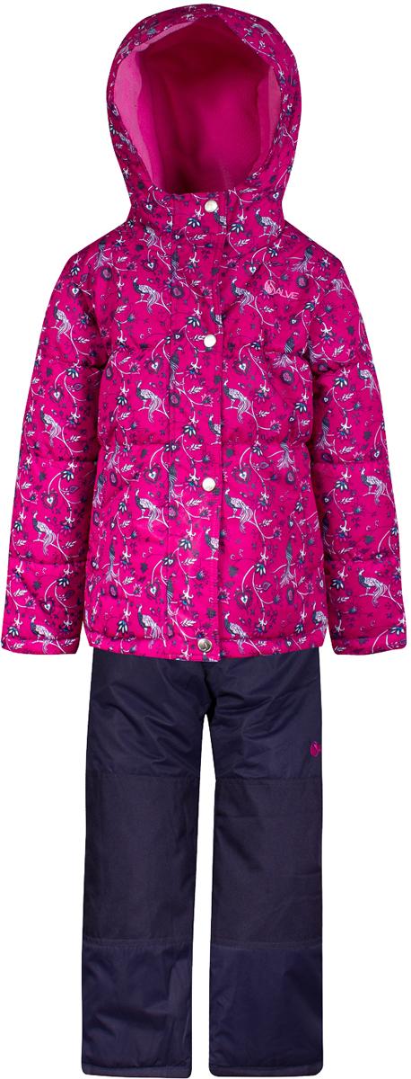 Комплект верхней одежды для девочки Salve by Gusti, цвет: фуксия. SWG 4651-FUSCHIA. Размер 112SWG 4651-FUSCHIAКомплект Salve by Gusti состоит из куртки и полукомбинезона. Ткань верха куртки: Мембрана с коэффициентом водонепроницаемости 2000 мм и коэффициентом паропроницаемости 2000 г/м2, одежда ветронепродуваемая. Благодаря тонкому полиуретановому напылению изнутри не промокает даже при сильной влаге, но при этом дышит (защита от влаги не препятствует циркуляции воздуха). Плотность ткани Т190 обеспечивает высокую износостойкость. Утеплитель: Тек-Полифилл (Tech-Polyfil) - 283г/м2, силиконизированый полиэстер изготовленный по новейшим технологиям, удерживает тепло при температуре до -30 С. Очень мягкий , создающий объем для сохранения тепла, более плотный на груди и спине (283г/м2) и менее плотный на рукавах (230г/м2). Высокоэффективный, обладающий повышенной устойчивостью к сжатию (после стирки в стиральной машине изделие достаточно встряхнуть), обеспечивающий хорошую вентиляцию, обладающий прекрасным, теплоизолирующими свойствами синтетический материал. Главные преимущества Тек-Полифила – одежда более пушистая на ощупь и менее тяжелое по весу. Подкладка: Высокотехнологичный флис COOLQUICK. Специальное кручение нитей позволяет ткани максимально впитывать влагу и увеличивать испаряемость с поверхности, т.е. выпустить пар, но не пропускает влагу снаружи, что обеспечивает комфорт даже при высоких физических нагрузках. Этот материал ранее был разработан специально для спортсменов, которые испытывали сильные нагрузки во время активного движения, а теперь принес комфорт и тепло в нашу повседневную жизнь. Это особенно важно для детей, когда они гуляют на свежем воздухе, чтобы тело всегда оставалось сухим и теплым. В этой одежде им будет тепло в течение длительного времени и нет необходимости надевать теплый свитер. Ткань верха полукомбинезона: Таслан ( Taslan )- мембрана с коэффициентом водонепроницаемости 2000 мм и коэффициентом паропроницаемости 2000 г/м2, одежда ветронеп