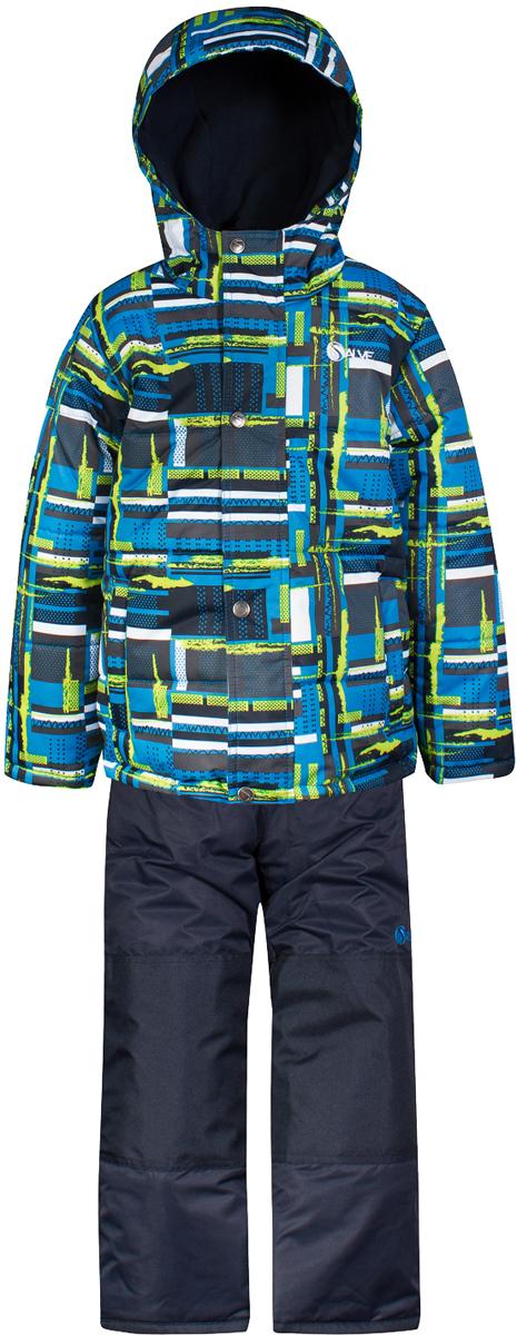 Комплект верхней одежды для мальчика Salve by Gusti, цвет: синий. SWB 4649-BRILLIANT BLUE. Размер 96SWB 4649-BRILLIANT BLUEКомплект Salve by Gusti состоит из куртки и полукомбинезона. Ткань верха куртки: Мембрана с коэффициентом водонепроницаемости 2000 мм и коэффициентом паропроницаемости 2000 г/м2, одежда ветронепродуваемая. Благодаря тонкому полиуретановому напылению изнутри не промокает даже при сильной влаге, но при этом дышит (защита от влаги не препятствует циркуляции воздуха). Плотность ткани Т190 обеспечивает высокую износостойкость. Утеплитель: Тек-Полифилл (Tech-Polyfil) - 283г/м2, силиконизированый полиэстер изготовленный по новейшим технологиям, удерживает тепло при температуре до -30 С. Очень мягкий, создающий объем для сохранения тепла, более плотный на груди и спине (283г/м2) и менее плотный на рукавах (230г/м2). Высокоэффективный, обладающий повышенной устойчивостью к сжатию (после стирки в стиральной машине изделие достаточно встряхнуть), обеспечивающий хорошую вентиляцию, обладающий прекрасным, теплоизолирующими свойствами синтетический материал. Главные преимущества Тек-Полифила – одежда более пушистая на ощупь и менее тяжелое по весу. Подкладка: Высокотехнологичный флис COOLQUICK. Специальное кручение нитей позволяет ткани максимально впитывать влагу и увеличивать испаряемость с поверхности, т.е. выпустить пар, но не пропускает влагу снаружи, что обеспечивает комфорт даже при высоких физических нагрузках. Этот материал ранее был разработан специально для спортсменов, которые испытывали сильные нагрузки во время активного движения, а теперь принес комфорт и тепло в нашу повседневную жизнь. Это особенно важно для детей, когда они гуляют на свежем воздухе, чтобы тело всегда оставалось сухим и теплым. В этой одежде им будет тепло в течение длительного времени и нет необходимости надевать теплый свитер. Ткань верха полукомбинезона: Таслан ( Taslan )- мембрана с коэффициентом водонепроницаемости 2000 мм и коэффициентом паропроницаемости 2000 г/м2, оде