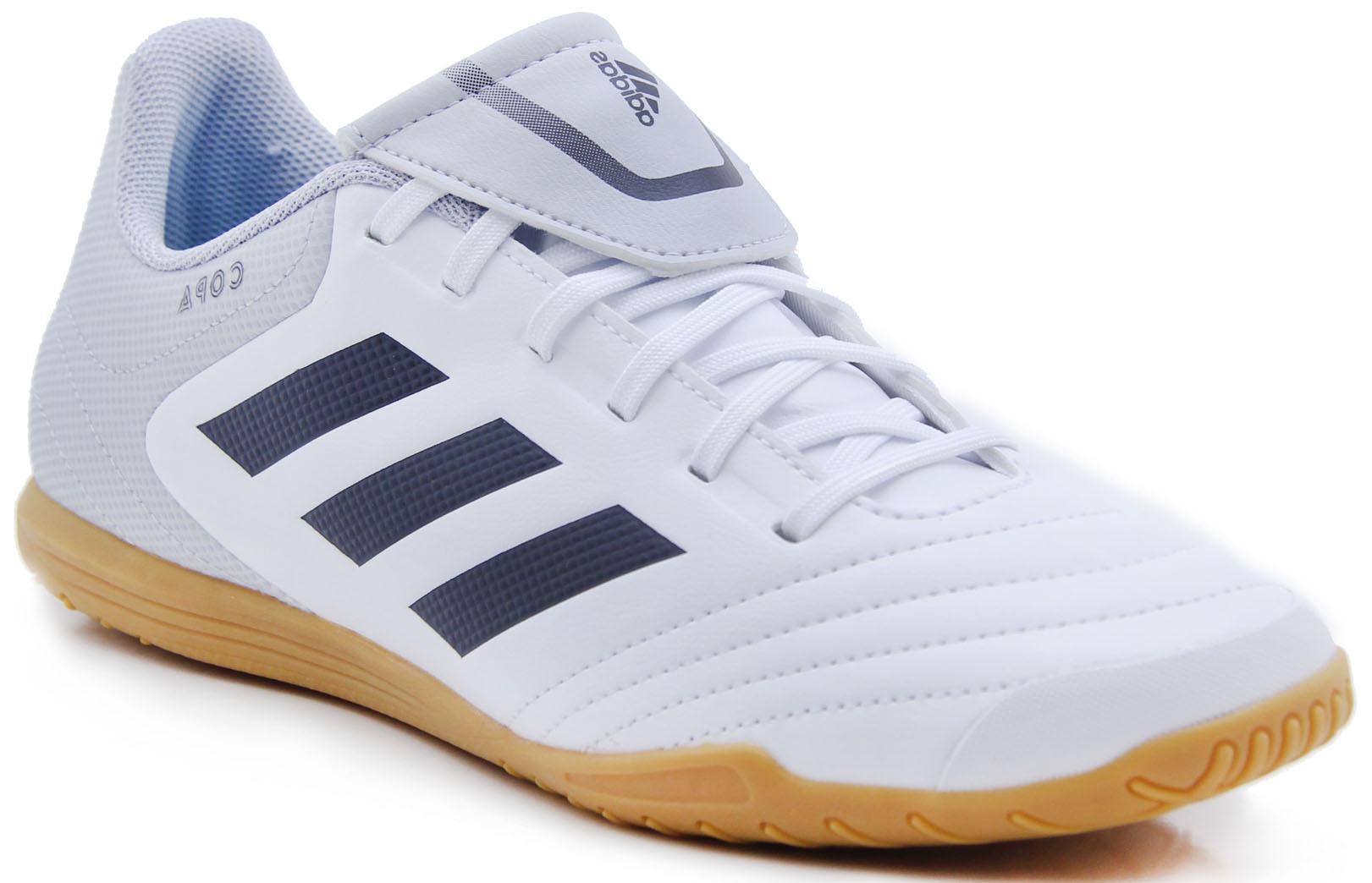 Бутсы для футзала мужские Adidas Copa 17.4 IN, цвет: белый, черный. S77149. Размер 6,5 (38,5)S77149Футбольные бутсы для зала выполнены из мягкой синтетической кожи. Подошва полностью регулируемая. Модель разработана для покрытия для мини-футбола.