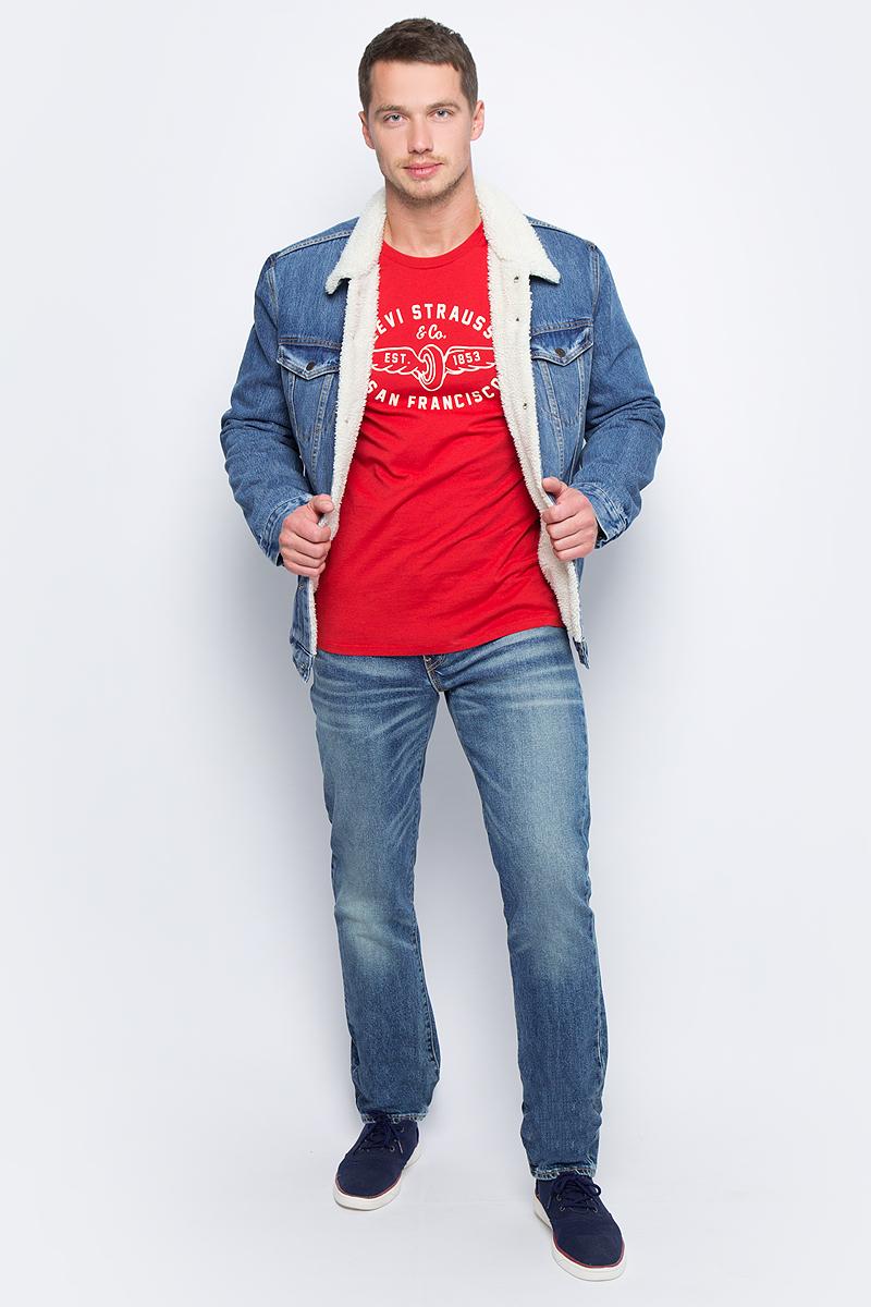 Куртка мужская Levis®, цвет: голубой. 1636500400. Размер L (50)1636500400Классическая джинсовая куртка Levis® дополнена меховой подкладкой и меховым воротником, а также утепленными рукавами. Отличается прямым силуэтом и длиной ниже бедра. Модель с длинными рукавами и отложным воротником застегивается на пуговицы, по бокам дополнена прорезными карманами, на груди – карманами с клапанами на пуговицах.