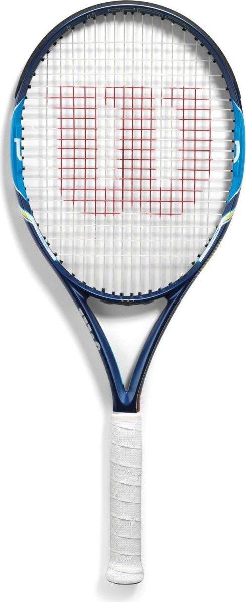 Ракетка теннисная Wilson Ultra 100, цвет: синийWRT72970U3Теннисная ракетка Wilson Ultra 100 была разработана производителем специально для любителей и юниоров. Она отличается маневренностью, мощностью и уровнем вращения. Эту ракетку можно выбирать тем, кто предпочитает играть рядом с сеткой или на задней линии. Если вы уже начали делать первые шаги, мечтаете быстро прогрессировать, то остановитесь на этой модели. Она поможет с вашим прогрессом. Для создания ручки производитель использовал уникальный композитный материал. Он достаточно легкий, но при этом отличается высоким уровнем чувствительности.