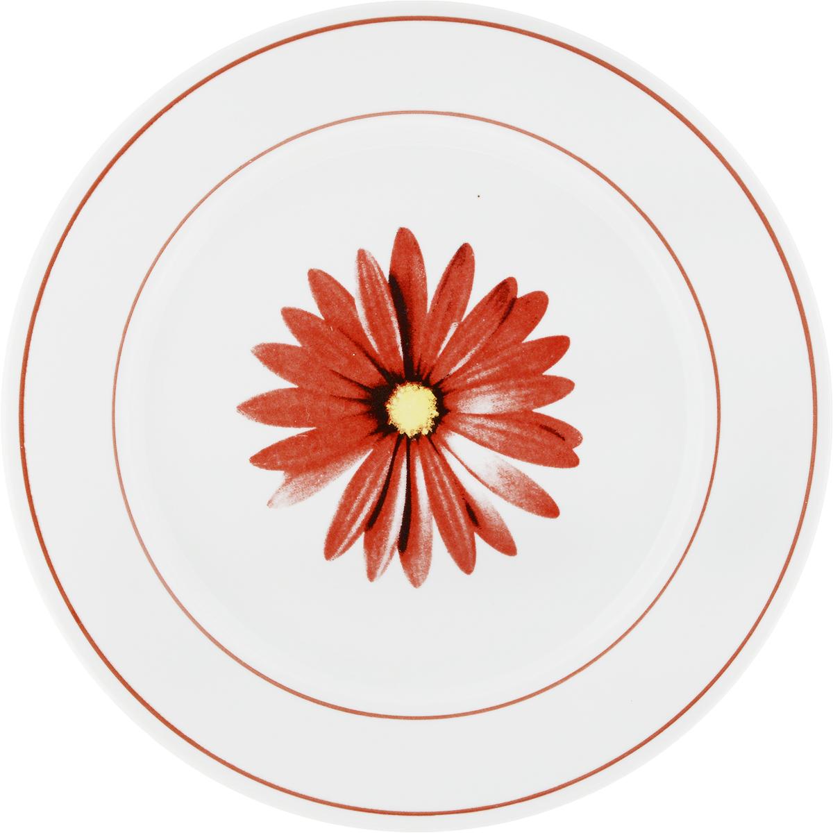 Тарелка Фарфор Вербилок Астра, цвет: красный, белый, диаметр 24 см16590680_красный, белыйТарелка Фарфор Вербилок Астра, изготовленная из высококачественного фарфора, имеет классическую круглую форму. Она прекрасно впишется в интерьер вашей кухни и станет достойным дополнением к кухонному инвентарю. Тарелка Фарфор Вербилок Астра подчеркнет прекрасный вкус хозяйки и станет отличным подарком.Диаметр тарелки (по верхнему краю): 24 см.