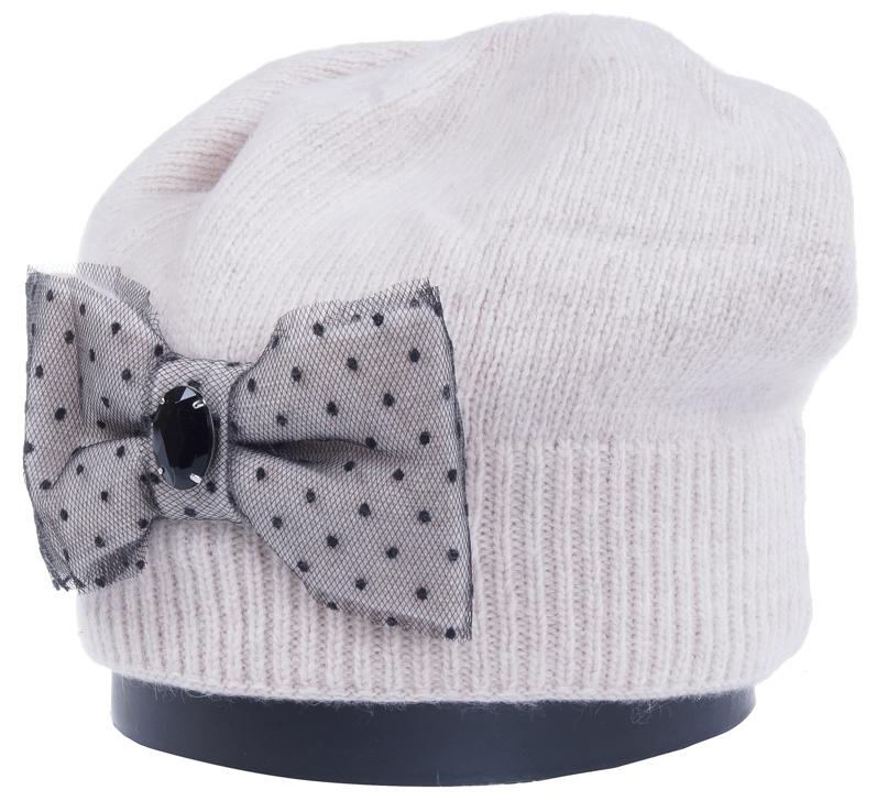 Шапка женская Vittorio Richi, цвет: светло-бежевый. Aut261881L-61/17. Размер 56/58Aut261881LСтильная женская шапка Vittorio Richi отлично дополнит ваш образ в холодную погоду. Модель, изготовленная из высококачественных материалов, максимально сохраняет тепло и обеспечивает удобную посадку. Шапка дополнена сбоку декоративным бантом. Привлекательная стильная шапка подчеркнет ваш неповторимый стиль и индивидуальность.