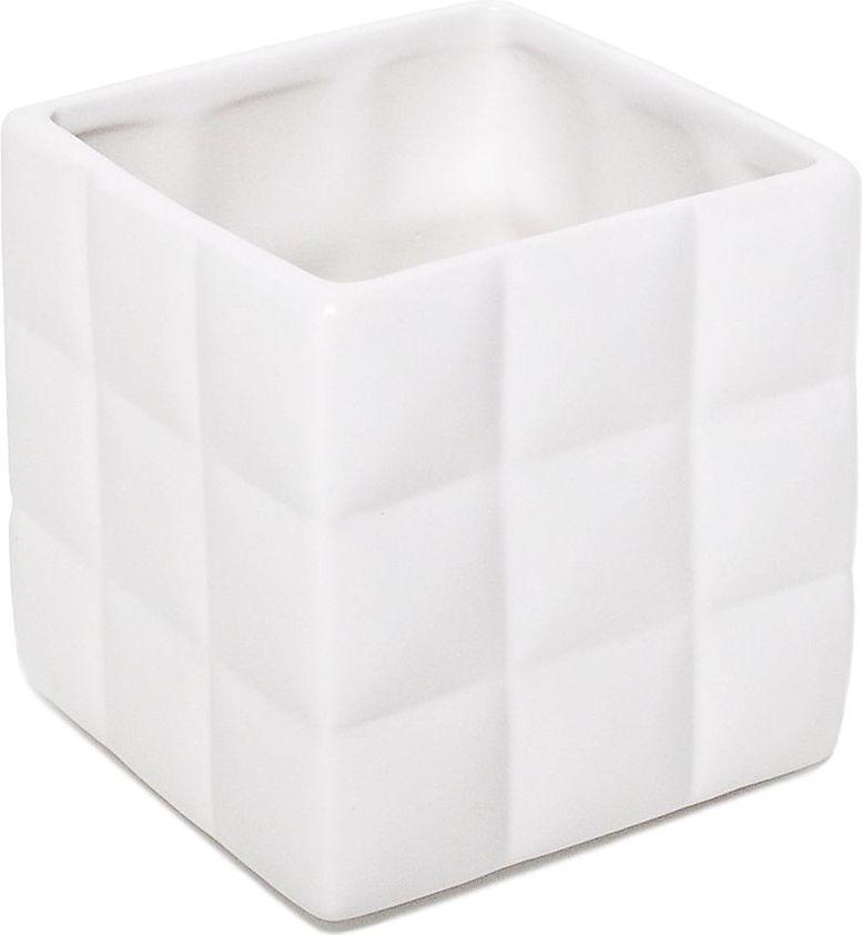 Стакан для зубных щеток Verran Quadratto. 850-11850-11Четкие геометрические формы аксессуара подойдут для приверженцев современного минималистичного дизайна. Белоснежная поверхность стакана, разделенная на множество квадратов, повторяет ритм, задаваемый кафельной плиткой, и позволяет интерьеру иметь актуальное и гармоничное звучание.