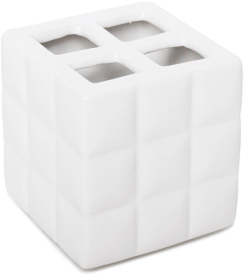 Четкие геометрические формы аксессуара подойдут для приверженцев современного минималистичного дизайна. Белоснежная поверхность стакана для зубных щеток, разделенная на множество квадратов, повторяет ритм, задаваемый кафельной плиткой, и позволяет интерьеру иметь актуальное и гармоничное звучание.
