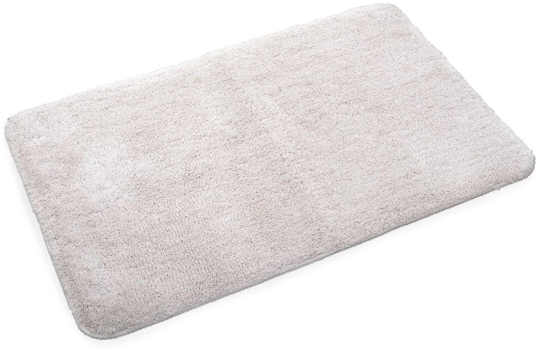 Коврик для ванной Wess Brillar, цвет: бежевый, 50 х 80 смA60-60Прямоугольный коврик с длиной ворса 2 см. Изготовлен из наномикрофибры. Наномикрофибра имеет более тонкую нить. Изделия из нее мягче, приятнее на ощупь и быстрее сохнут. Основа коврика из термопластиковой резины. Материал не крошится со временем, не пригоден для жизни бактерий, устойчив к температурам. Коврик пригоден для системы теплый пол.