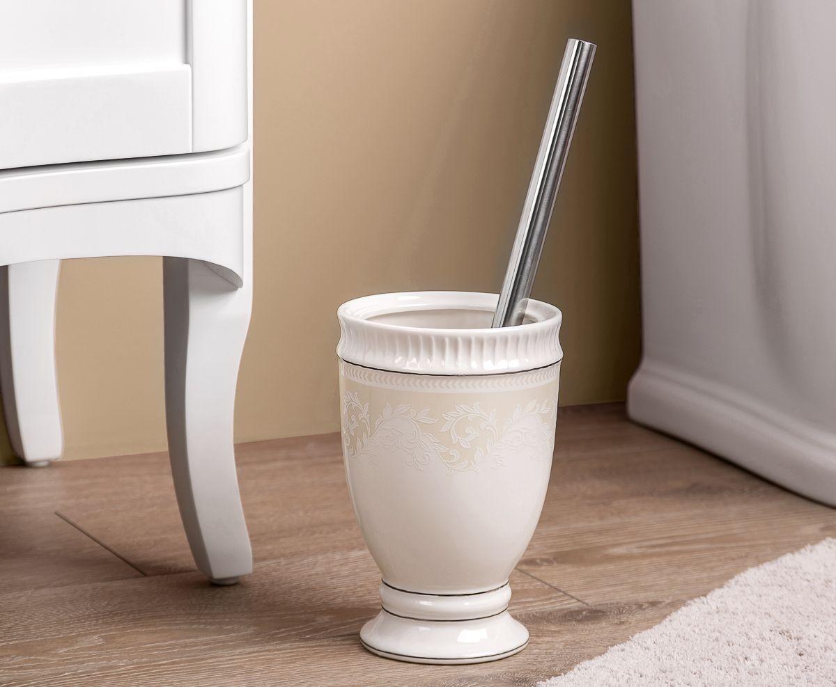"""Ершик для туалета Wess """"Elegance"""" выполнен в классическом стиле. Утонченные, изящные формы в сочетании с нежными линиями деколя создают законченный образ ванной комнаты, привлекая своей изысканностью. Светлая цветовая гамма подчеркивает элегантность аксессуара."""