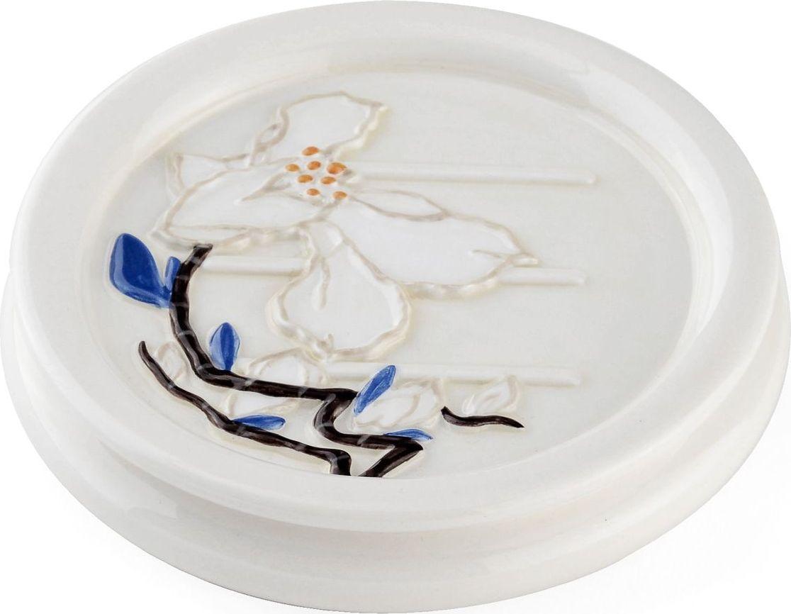 """Мыльница """"Tokku"""" выполнена по всем канонам японского стиля и отражает вечное стремление японцев быть ближе к природе: тут и природный материал керамика, и натуральные оттенки, и растительный мотив. Поверхность изделия глянцевая за счёт покрытия глазурью."""