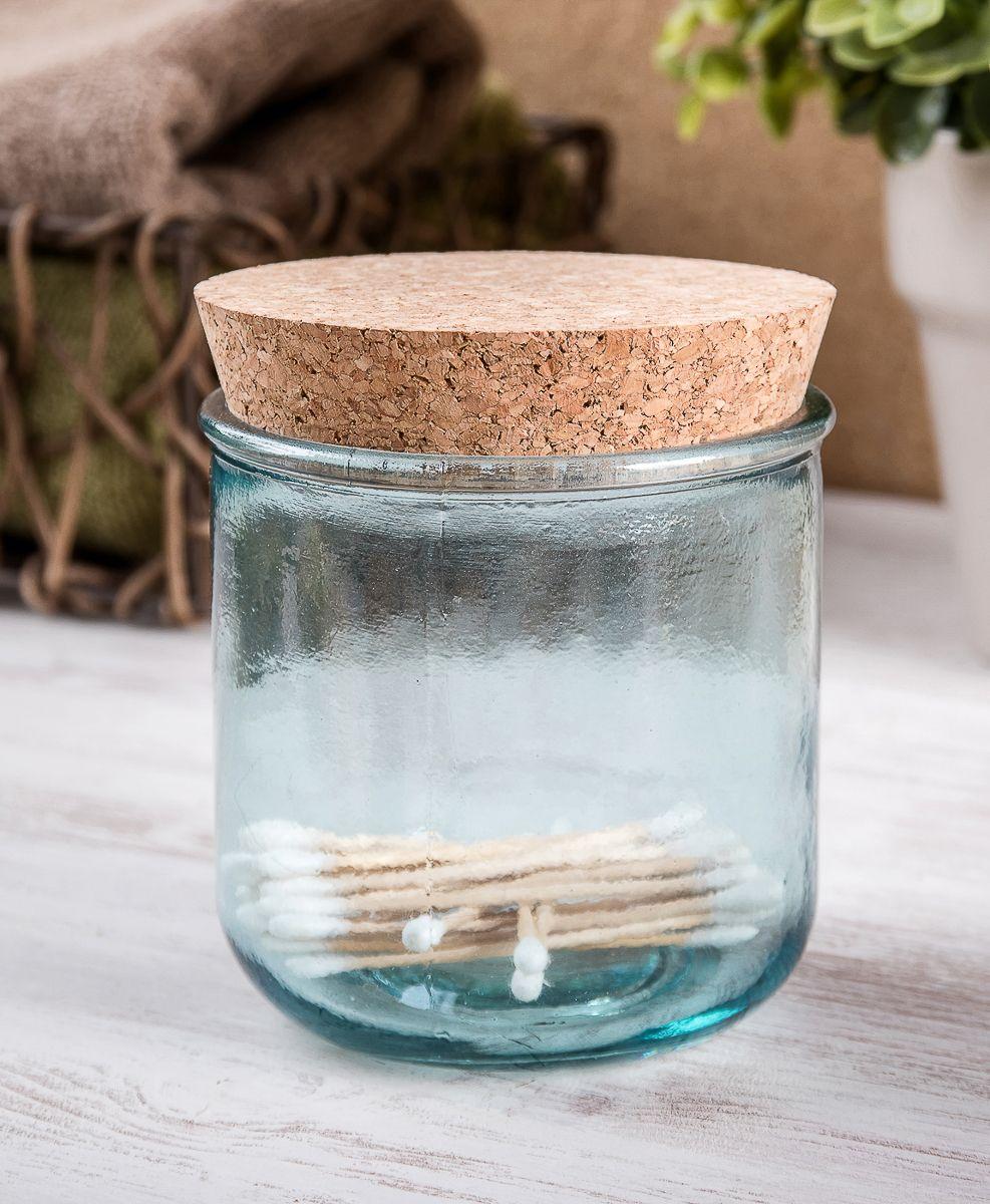 """Контейнер для ватных дисков """"Moroshka"""" выполнен из прозрачного стекла с шероховатой текстурой. Изготовлен из переработанного сырья. Крышка из мягкой пробки создает герметичность и препятствует проникновению влаги внутрь."""
