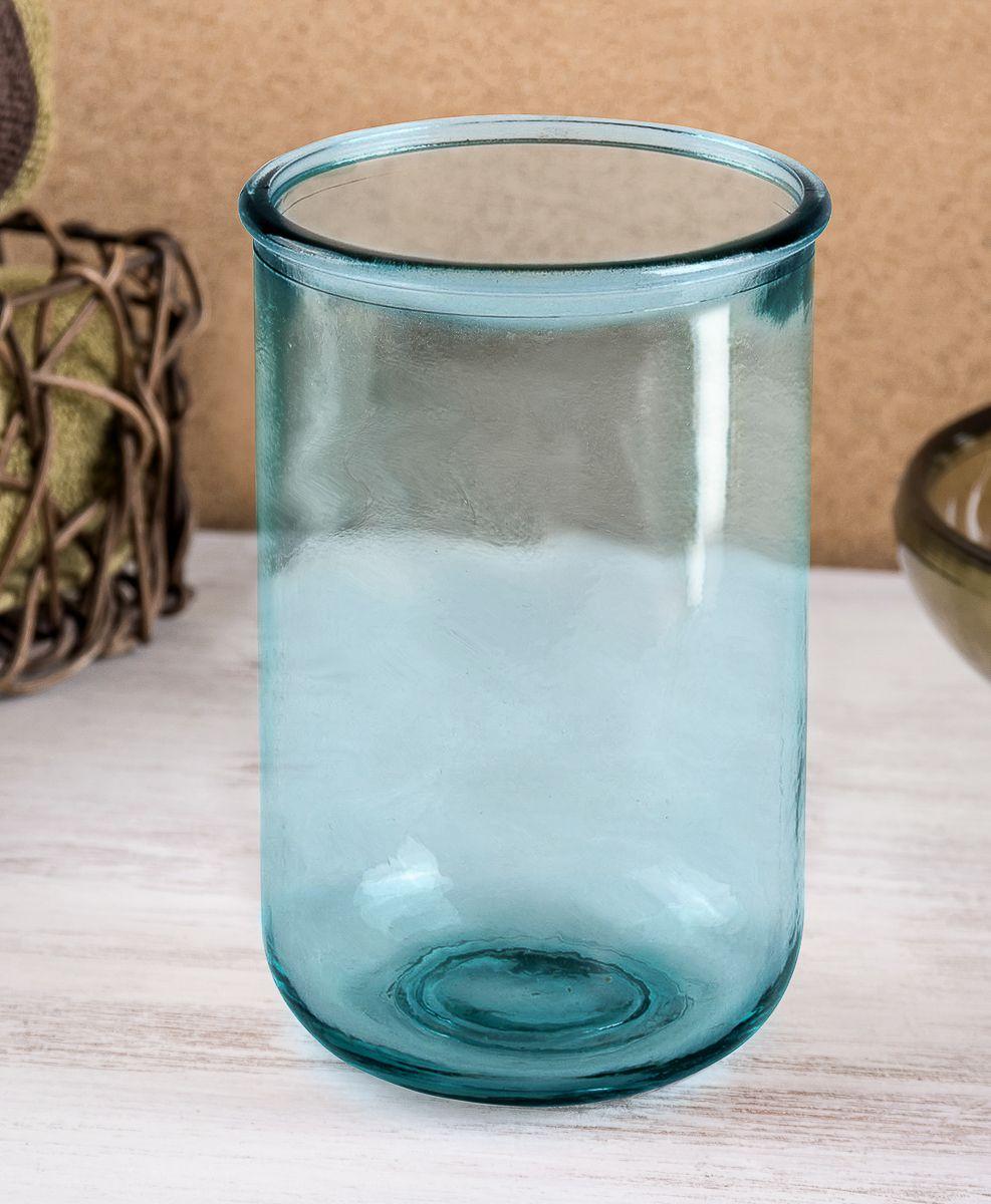 """Стеклянный стакан для хранения зубных щеток Moroshka """"Naturel"""" прост по форме и прозрачен по материалу. При его создании используют только вторичное сырье прозрачного цвета. Небесный оттенок изделию придают только на заключительном этапе производства, чтобы после эксплуатации стакан можно было отмыть и снова использовать в качестве сырья."""