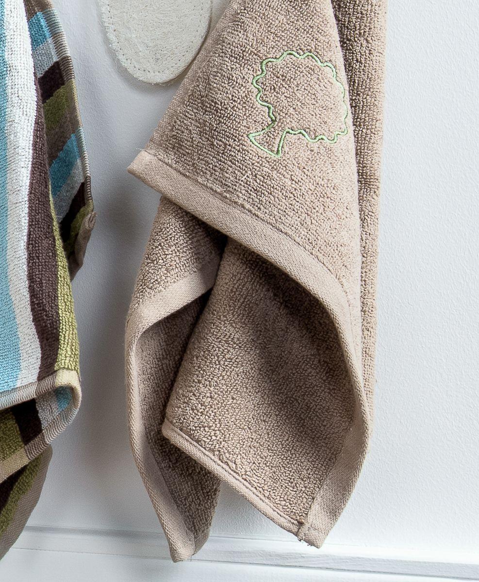 """Махровое полотенце для рук с вышивкой Moroshka """"Naturel"""" изготовлено из 100 % хлопка высокого качества.  Оптимальная плотность (500 г/м.кв.) для впитывания влаги.  Фирменная петелька на полотенце для удобства размещения полотенца на крючке.  Можно стирать вручную или в стиральной машине при температуре до 40°С. Рекомендуется стирать с вещами, схожими по цвету."""