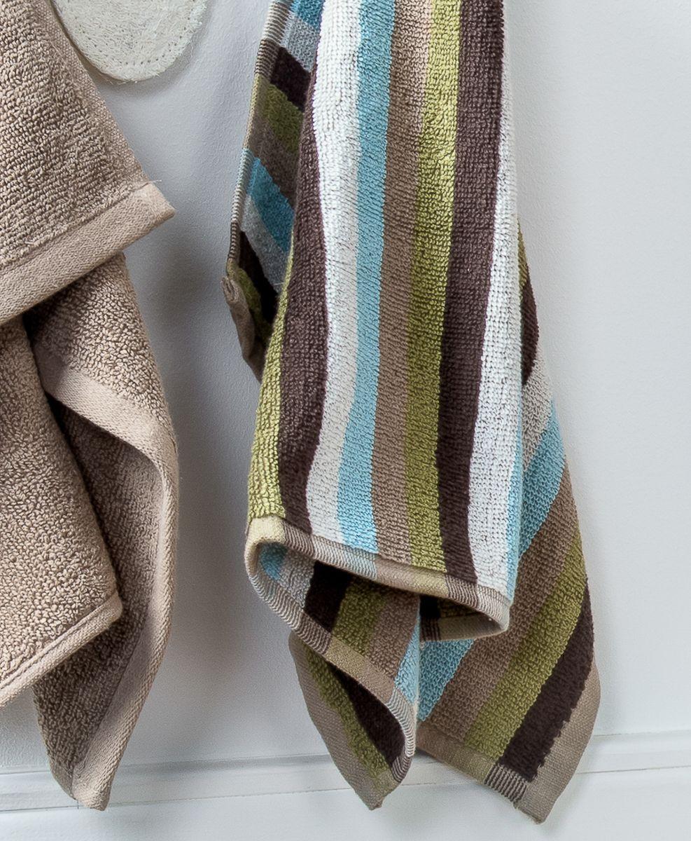 """Махровое полотенце для рук Moroshka """"Naturel"""" имеет полосатый рисунок, который сочетает в себе все оттенки серии Naturel. Оно изготовлено из 100 % хлопка высокого качества.  Оптимальная плотность (500 г/м.кв.) для впитывания влаги.  Фирменная петелька на полотенце для удобства размещения полотенца на крючке.  Можно стирать вручную или в стиральной машине при температуре до 40°С. Рекомендуется стирать с вещами, схожими по цвету."""