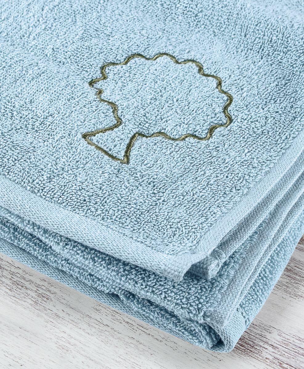 """Большое полотенце небесного цвета с контурной вышивкой Moroshka """"Naturel"""" изготовлено из 100 % хлопка высокого качества. Оптимальная плотность (500 г/м.кв.) для впитывания влаги. Фирменная петелька на полотенце для удобства размещения полотенца на крючке. Можно стирать вручную или в стиральной машине при температуре до 40°С. Рекомендуется стирать с вещами, схожими по цвету."""