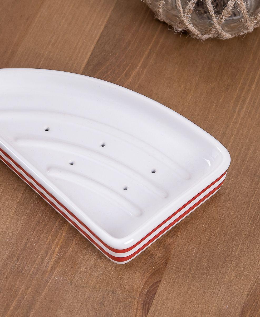 Мыльница-парусник. Эта форма разработана петербургскими дизайнерами, специально для предметов коллекции Maritime. Дно изделия имеет отверстия для стока лишней воды и объемные насечки для препятствования прилипанию мыла.