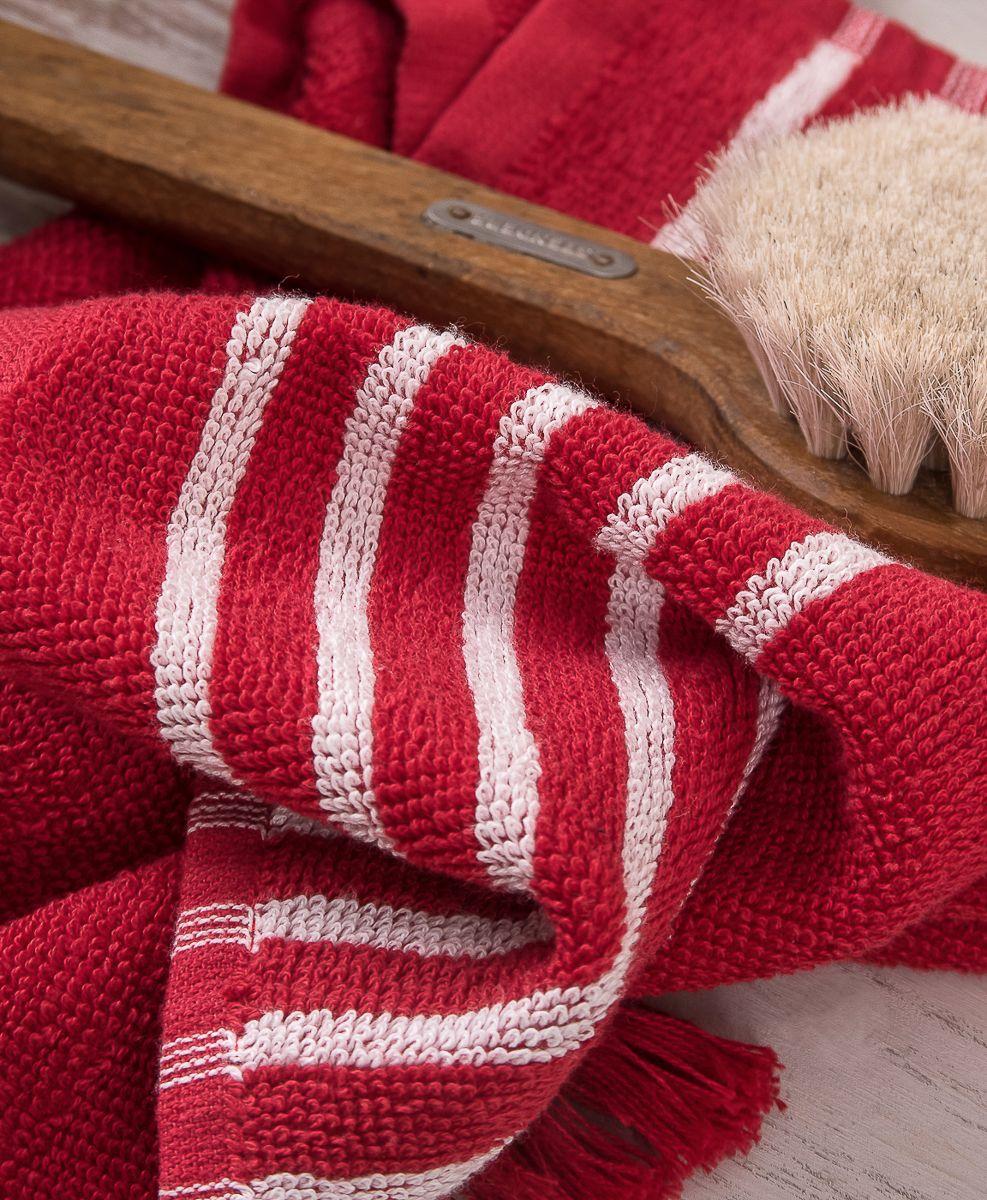"""Махровое полотенце для рук Moroshka """"Maritime"""" изготовлено из 100 % хлопка высокого качества. На концах полотенца декоративные кисточки. Все края полотенца прошиты, что позволит надолго сохранить качественный вид и форму.  Полотенце имеет оптимальную плотность плетения для впитывания воды (500 г/м.кв.).  Фирменная петелька на полотенце для удобства размещения полотенца на крючке.  Можно стирать вручную или в стиральной машине при температуре до 40°С. Рекомендуется стирать с вещами, схожими по цвету."""