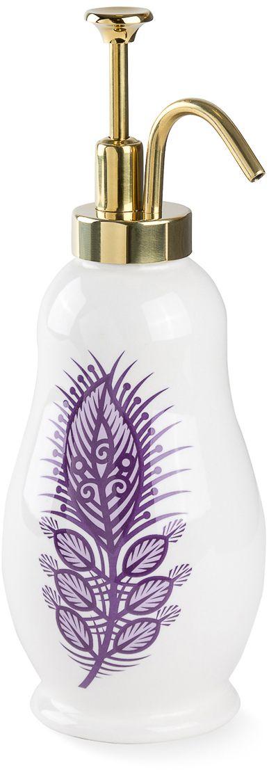 Дозатор для жидкого мыла в виде матрешки. Оригинальный по форме носик выполнен из металла и покрыт гальваникой золотого цвета.