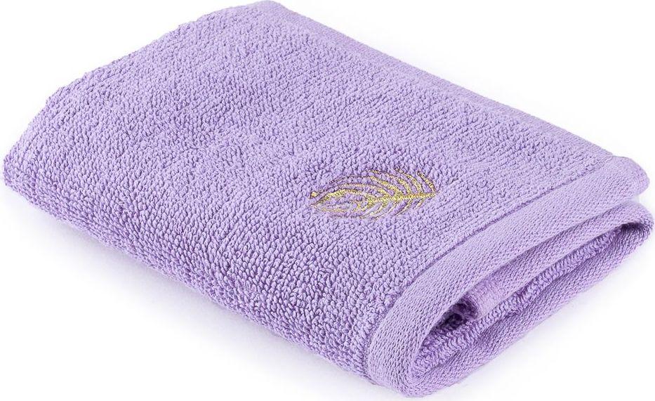 Полотенце Moroshka Fairytale, цвет: фиолетовый, 30 х 50 см. xx005-35xx005-35Полотенце нежно-фиолетового цвета для рук. Вышивка нитью золотого цвета. Изготовлено из 100 % хлопка высокого качества. Оптимальная плотность (500 г/м.кв.) для впитывания влаги. Фирменная петелька на полотенце для удобства размещения полотенца на крючке. Можно стирать вручную или в стиральной машине при температуре до 40°С. Рекомендуется стирать с вещами, схожими по цвету.