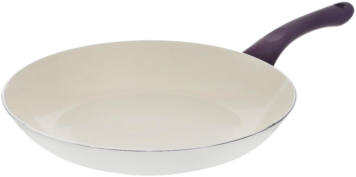 Сковорода Frank Moller, с керамическим покрытием, цвет: белый, фиолетовый. Диаметр 28 смFM-538Сковорода Frank Moller выполнена из литого алюминия с экологически безопасным покрытием. Внутреннее керамическое покрытие Frank Moller обладает антипригарными свойствами и не выделяет вредных веществ. Отличные термоаккумулирующие свойства обеспечивают равномерное распределение тепла, благодаря рифленой поверхности сковороды и индукционному дну. Надежно закрепленная ручка из качественного мягкого бакелитаобеспечивает дополнительный комфорт во время использования. Подходит для использования на всех видах плит, а также на индукционных. Можно мыть в посудомоечной машине.Диаметр (по верхнему краю): 28 см.Высота: 4,5 см.
