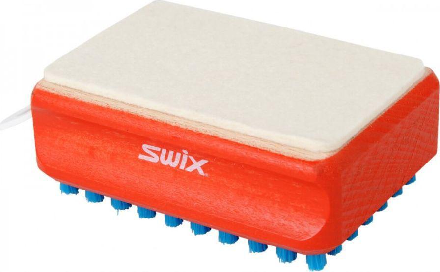 Щетка для обработки лыж Swix F4, комбинированнаяT0166BИдеальная щетка для нанесения продуктов серии F4. Белый фетр используется для равномерного нанесения продуктов серии F4 с последующей полировкой. Сторона с щетиной из голубого нейлона служит для вычищения излишков мази из структуры. Этот процесс повышает длительность действия любого продукта серии F4.