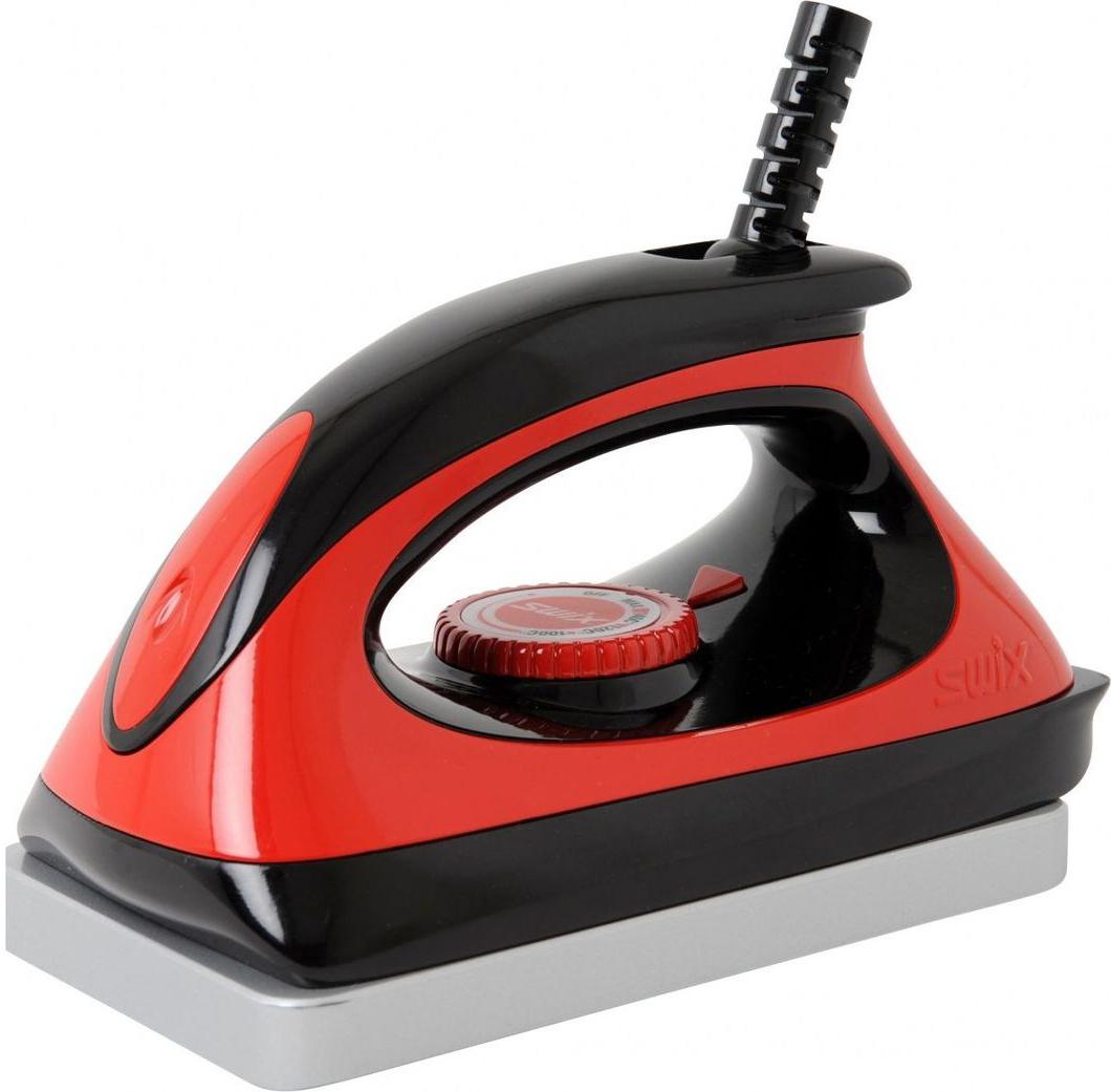 Утюг для смазки лыж Swix T77. Economy, 220ВT77220Т77 утюг экономичный для смазки, 220 В, 1000 ВТТемпературный диапазон нагрева от 80°С до 170°С. Прекрасный экономичный утюг, конкурентоспособный с гораздо более дорогими моделями.С эргономичным корпусом и широкой нагревательной поверхностью. Подходит для обработки как беговых и горных лыж, так и сноубордов.Угловой скос с одной стороны, для более легкого и точного ведения утюга с постоянной скоростью при обработке мазей скольжения. Толстая металлическая подошва обеспечивает стабильную температуру нагрева. Размер нагревательной поверхности 100x160 мм. Нагревательная поверхность - нержавеющая сталь, корпус - пластик
