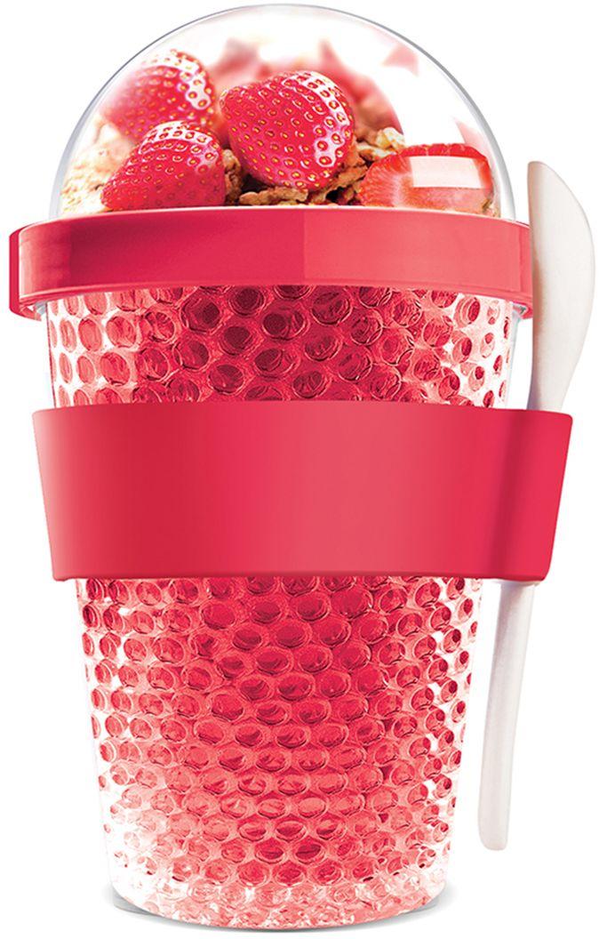 Контейнер Asobu Chill yo 2 go, цвет: красный, 380 млCY2GO redAsobu – бренд посуды для питья, выделяющийся творческим, оригинальным дизайном и инновационными решениями.Asobu разработан Ad-N-Art в Канаде и в переводе с японского означает «весело и с удовольствием». И действительно, только взгляните на каталог представленных коллекций и вы поймете, что Asobu - посуда, которая вдохновляет!Кроме яркого и позитивного дизайна, Asobu отличается и качеством материалов из которых изготовлена продукция – это всегда чрезвычайно ударопрочный пластик и 100% BPA Free.За последние 5 лет, благодаря своему дизайну и функциональности, Asobu завоевали популярность не только в Канаде и США, но и во всем мире!Asobu Chill yo 2 go - это новое творческое дополнение к линии контейнеров yo 2 go. Контейнер имеет двойные акриловые ячеистые стенки, заполненные нетоксичным гелем. Этот инновационный гель застывает в течение одного часа, а в результате содержимое Вашего Chill Yo 2 Go останется охлажденным на много дольше даже в жаркий солнечный день!Фрукты, орехи, зерновые и другие начинки останутся свежими, а ваш йогурт или мороженое будут охлажденными в течение нескольких часов!Сделайте коктейль, расслабьтесь и наслаждайтесь прогулкой с Chill yo 2 go.Контейнер доступен в самых разнообразных модных цветах, включает в себя белую ложку из пищевого безопасного пластика ABS, которая помещается в силиконовое кольцо и никогда не выскользнет. Для удобного удерживания контейнер обернут силиконовой лентой.Заполните контейнер Вашим любимым йогуртом! Поместите свой любимый топпинг в крышку! И возьмите с собой в дорогу! Chill yo 2 go позаботится о Вашем вкусном десерте!