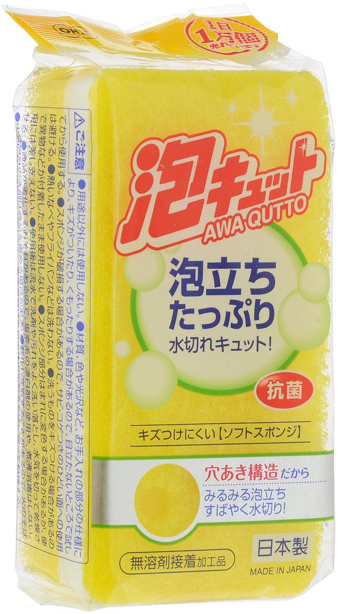 Губка для посуды Ohe Awa Qutto Soft Sponge, трехслойная, верхний слой средней жесткости, цвет: желтый, 12 х 6 х 3,5 см507014_желтыйТрехслойная губка Ohe Awa Qutto Soft Sponge предназначена для чистки и мытья изделий из пластика, стекла, эмалированной посуды, керамики, посуды, покрытой пластиком, кухонных приборов из нержавеющей стали. Особенности изделия:- в губке проделаны 3 отверстия, за счет этого легко образуется пена и вода быстро выводится,- нетканый материал на внешней стороне губки прекрасно очищает посуду и не царапает поверхность,- мягкая губка в середине создает мелкую пену,- губка-фильтр на внешней стороне полностью очищает поверхность от грязи и быстро убирает пену,- в области, где находится губка, применено антибактериальное средство,- является безопасным продуктом, поскольку для склеивания не используются растворители и другие опасные вещества.Состав: нетканая поверхность - нейлон, губка - полиуретан. Выдерживает температуру до 90°С
