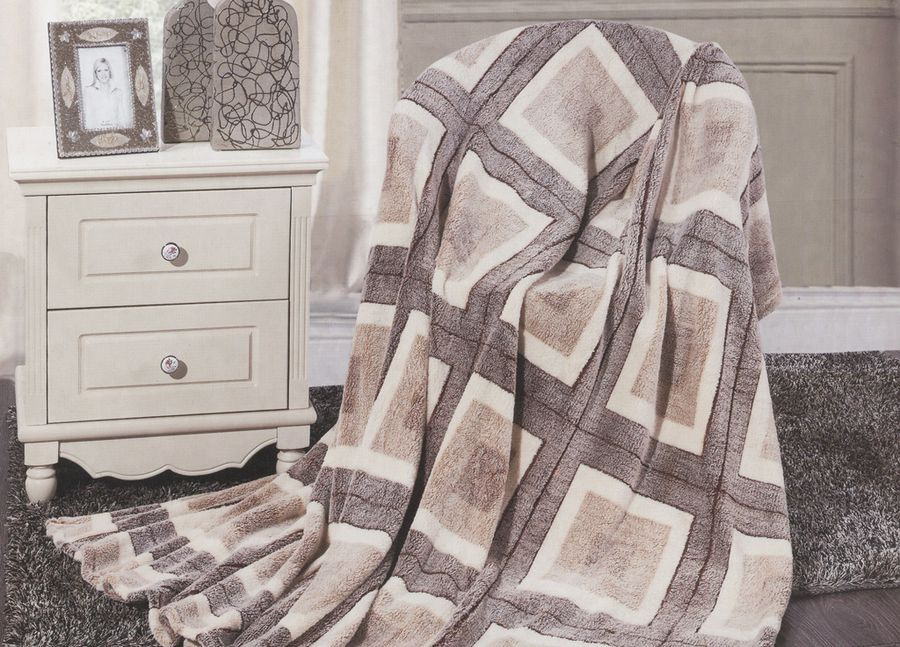 Плед ТД Текстиль Absolute, цвет: серый, 150 х 200 см. 8956189561Плед ТД Текстиль Absolute - это идеальное решение для вашего интерьера! Он порадует вас легкостью, нежностью и оригинальным дизайном! Плед выполнен из 100% полиэстера.Полиэстер считается одной из самых популярных тканей. Это материал синтетического происхождения из полиэфирных волокон. Внешне такая ткань схожа с шерстью, а по свойствам близка к хлопку. Изделия из полиэстера не мнутся и легко стираются. После стирки очень быстро высыхают. Плед - это такой подарок, который будет всегда актуален, особенно для ваших родных и близких, ведь вы дарите им частичку своего тепла!