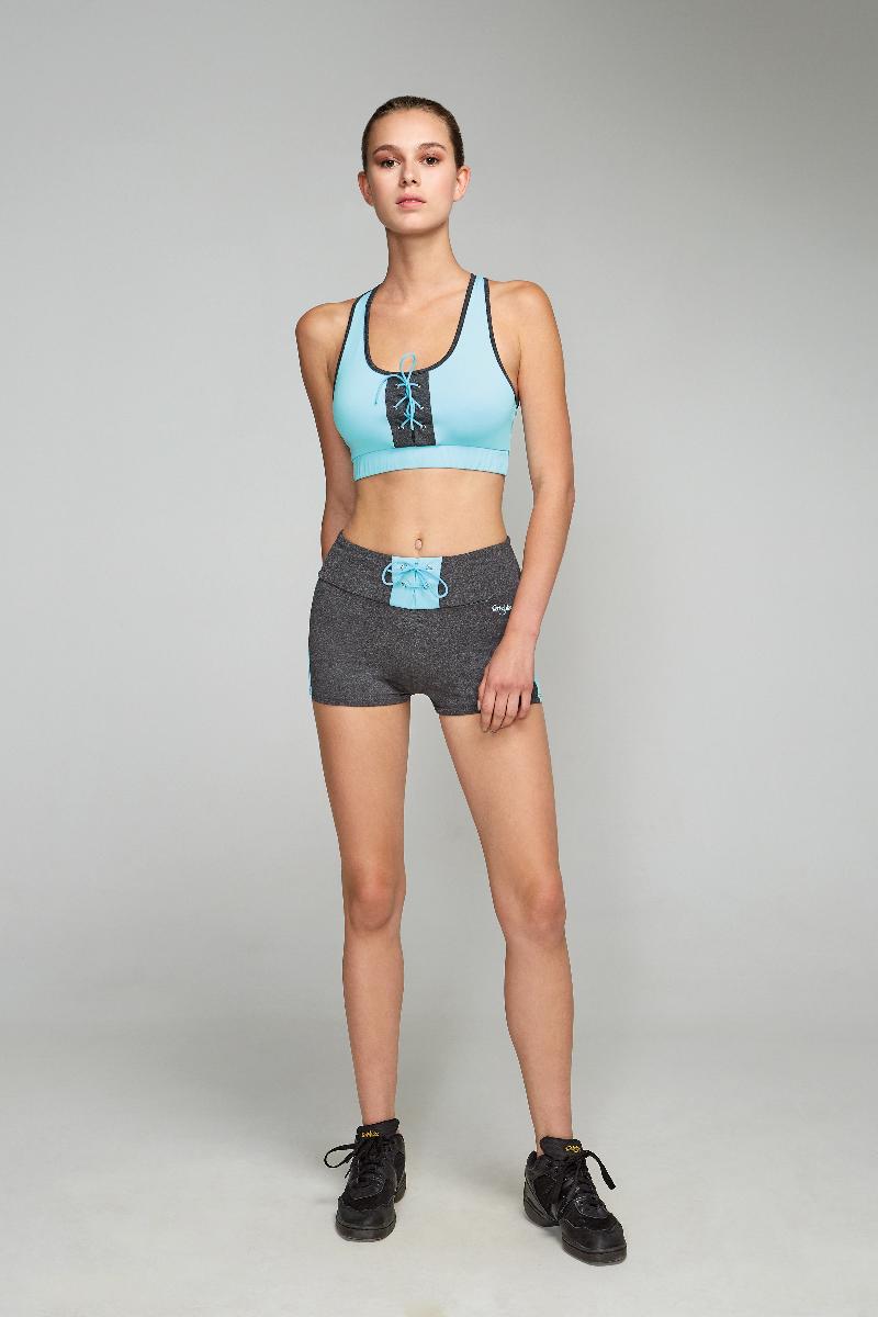 Топ-бра для фитнеса женский Grishko, цвет: голубой. AL- 3200. Размер 46AL- 3200Спортивный короткий топ с дублирующей поддержкой груди и широкой эластичной лентой. На груди топ украшен контрастной вставкой с актуальной в этом сезоне шнуровкой. Модель выполнена из шелковистого, приятного на ощупь полиамида с эластаном в оптимальном для спортивных нагрузок сочетании. Топ не сковывает движений и подчеркивает спортивное телосложение за счет визуально корректирующих фигуру линий. Материал отлично пропускает воздух, впитывает влагу и сохраняет форму.