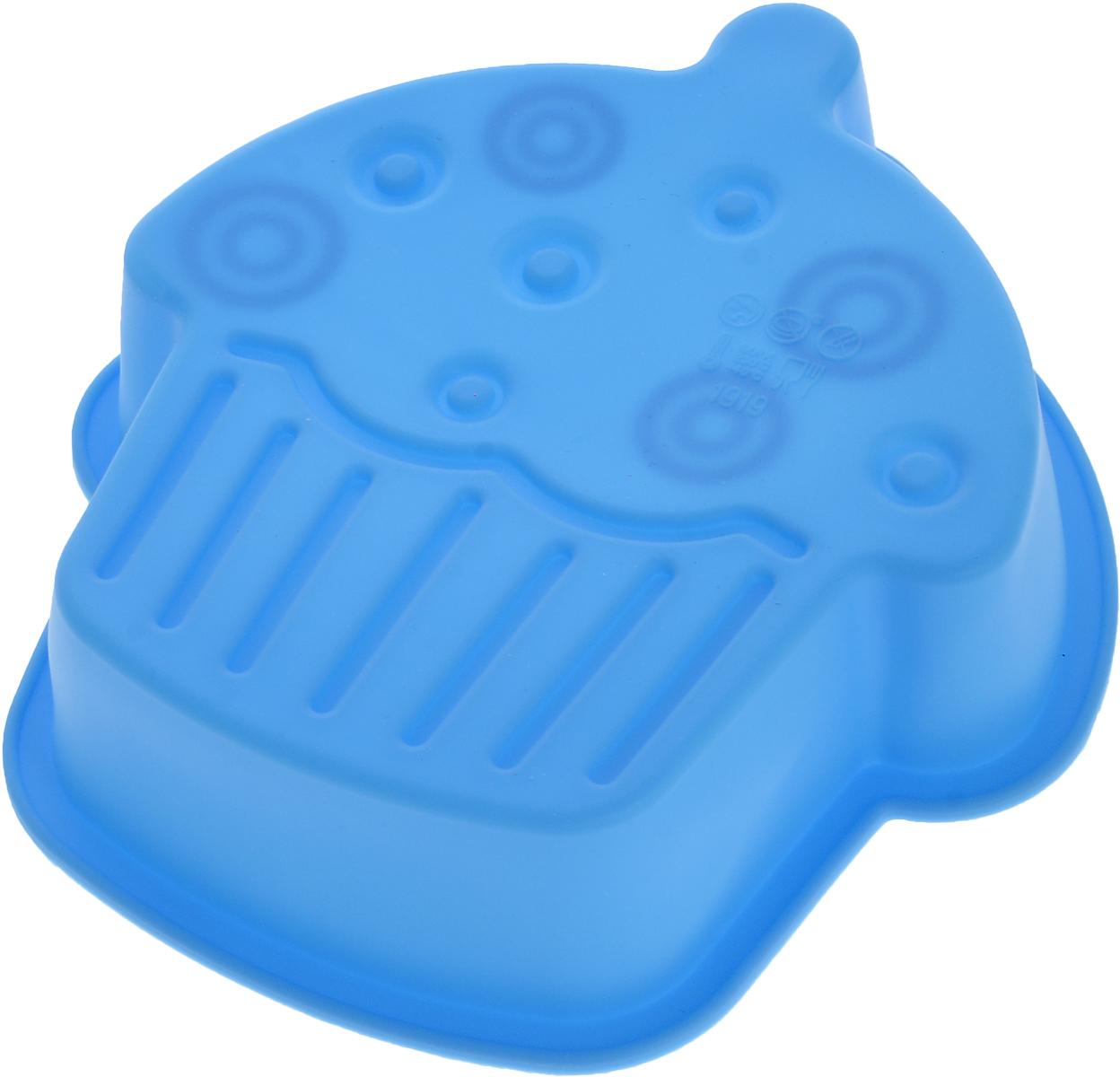 Форма для выпечки Доляна Пирожное, цвет: голубой, 15 х 4 см1166840_голубойФорма Доляна Пирожное, выполненная из силикона, будет отличным выбором для всех любителей домашней выпечки. Силиконовые формы для выпечки имеют множество преимуществ по сравнению с традиционными металлическими формами и противнями. Нет необходимости смазывать форму маслом. Форма быстро нагревается, равномерно пропекает, не допускает подгорания выпечки с краев или снизу.Вынимать продукты из формы очень легко. Слегка выверните края формы или оттяните в сторону, и ваша выпечка легко выскользнет из формы.Материал устойчив к фруктовым кислотам, не ржавеет, на нем не образуются пятна.Форма может быть использована в духовках и микроволновых печах (выдерживает температуру от -40°С до +250°С), также ее можно помещать в морозильную камеру и холодильник. Можно мыть в посудомоечной машине.Размер формы: 15 х 14 х 4 см.