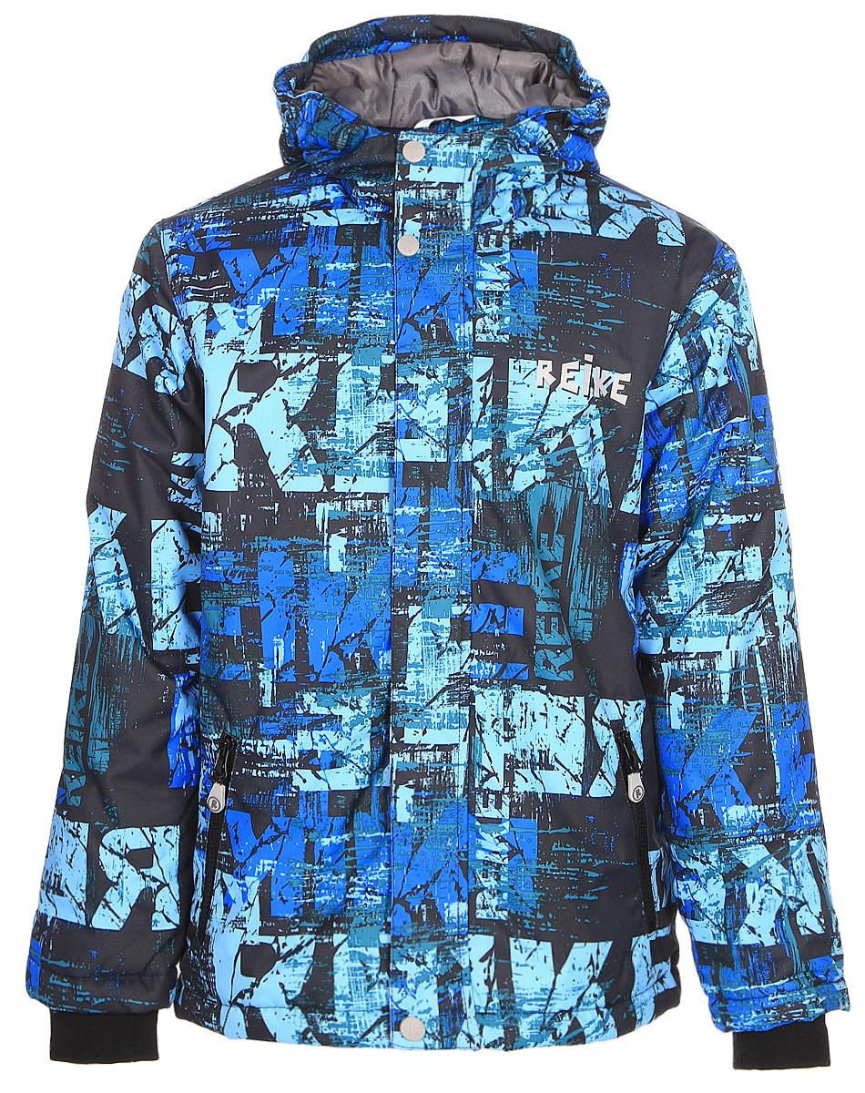Куртка для мальчика Reike, цвет: темно-синий. 397771_BS navy. Размер 146397771_BS navyКуртка для мальчика Reike выполнена из ветрозащитного, водоотталкивающего и дышащего материала с ярким молодежным принтом. Подкладка из принтованного полиэстера с подкладом из микрофлиса. Рукава оформлены эластичными трикотажными манжетами. Модель имеет регулирующийся капюшон, два кармана на молнии и светоотражатели на груди и спине. Высокий воротник-стойка, ветрозащитная планка на кнопках вдоль молнии и трикотажные манжеты создают дополнительную защиту от ветра. Базовый уровень. Коэффициент воздухопроницаемости куртки: 2000гр/м2/24 ч. Водоотталкивающее покрытие: 2000 мм.