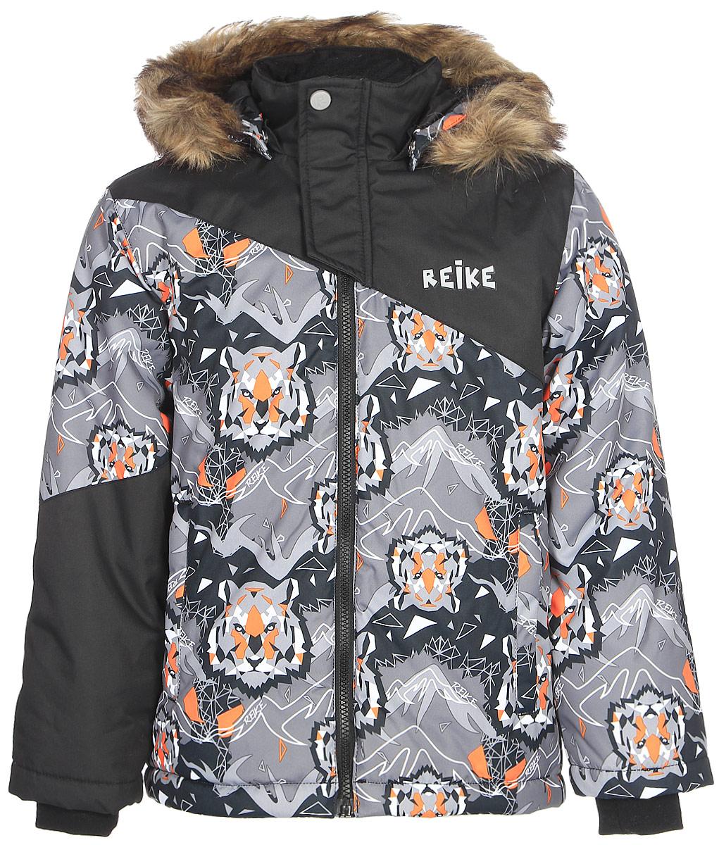 Куртка для мальчика Reike, цвет: серый. 3925510_TGR grey. Размер 1223925510_TGR greyКуртка для мальчика Reike Tiger изготовлена из ветрозащитного, водоотталкивающего и дышащего материала декорирована оригинальным принтом со стилизованными изображениями тигра. Подкладка выполнена из принтованного полиэстера с флисовым подкладом. Куртка дополнена съемным регулирующимся капюшоном с отстегивающимся мехом, двумя карманами на молнии, светоотражающими элементами. Манжеты на резинке, регулируемая утяжка внизу куртки и внутренняя ветрозащитная планка вдоль молнии не допустят проникновения холодного воздуха. Дополнительную защиту от ветра обеспечивает короткая ветрозащитная планка на кнопках и липучках, расположенная у горловины.Базовый уровень. Коэффициент воздухопроницаемости куртки: 2000гр/м2/24 ч. Водоотталкивающее покрытие: 2000 мм.