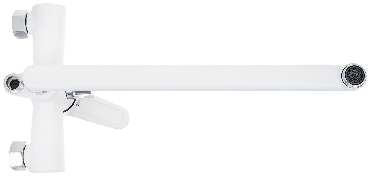 """Одноручковый смеситель для ванны и душа """"РМС"""" выполнен из  высококачественной латуни. Предназначен для смешивания холодной и горячей  воды, устанавливается в ванну и душ. Смеситель имеет евро-переключатель воды  ванна/душ, а также латунный кран-буксы с поворотным углом 180°, поворотным  длинным изливом и пластиковым аэратором. В комплект входят 2 эксцентрика, 2  отражателя, металлический шланг для душа, лейка для душа, держатель для лейки  и 4 резиновых уплотнителя. Длина шланга для душа: 1,5 м.  Высота излива: 27 см.  Размер лейки для душа: 20,5 х 8 х 3 см. Размер корпуса: 19 х 13 х 11 см."""